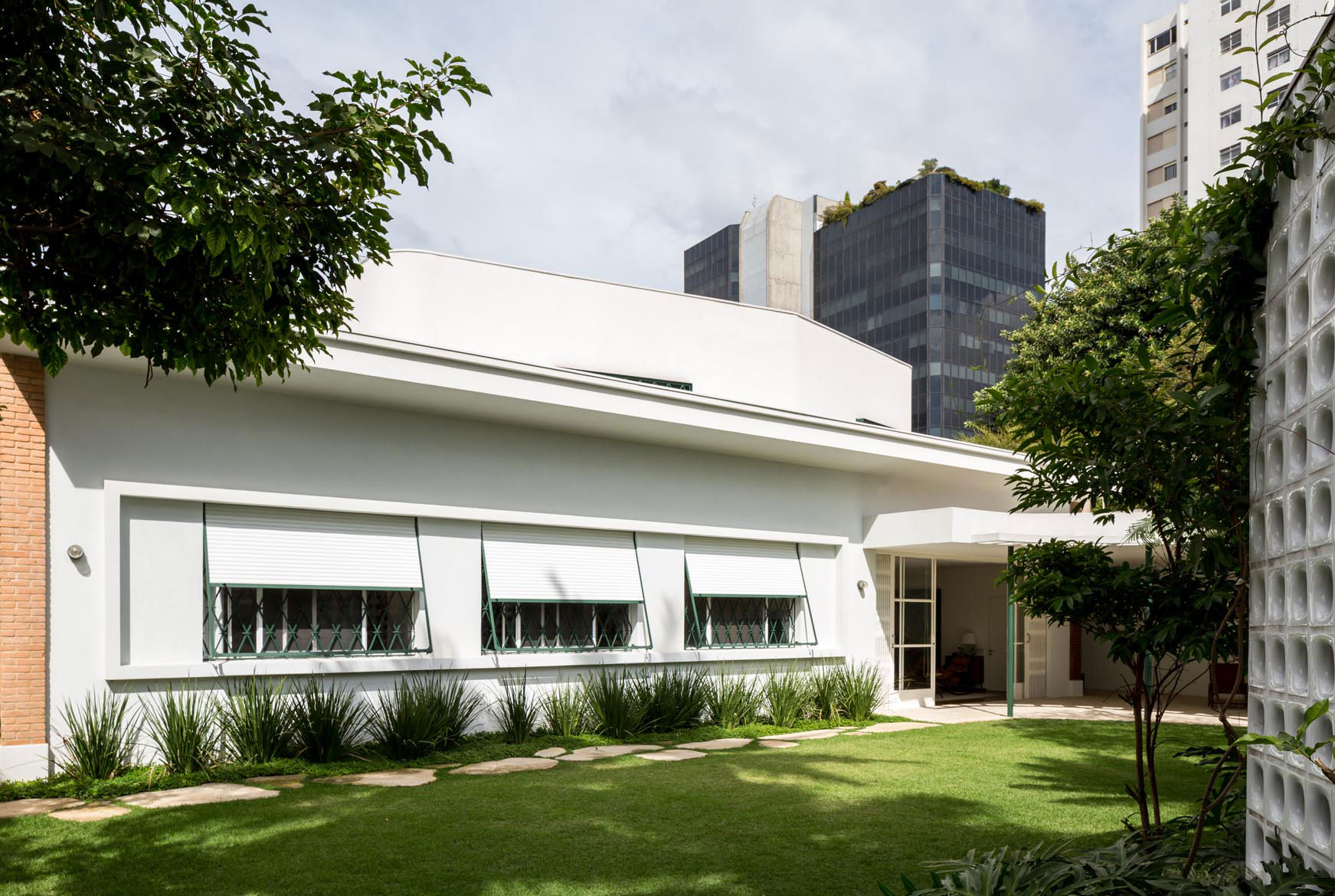 1940s modernist gem in Brazil gets gorgeous restoration and expansion
