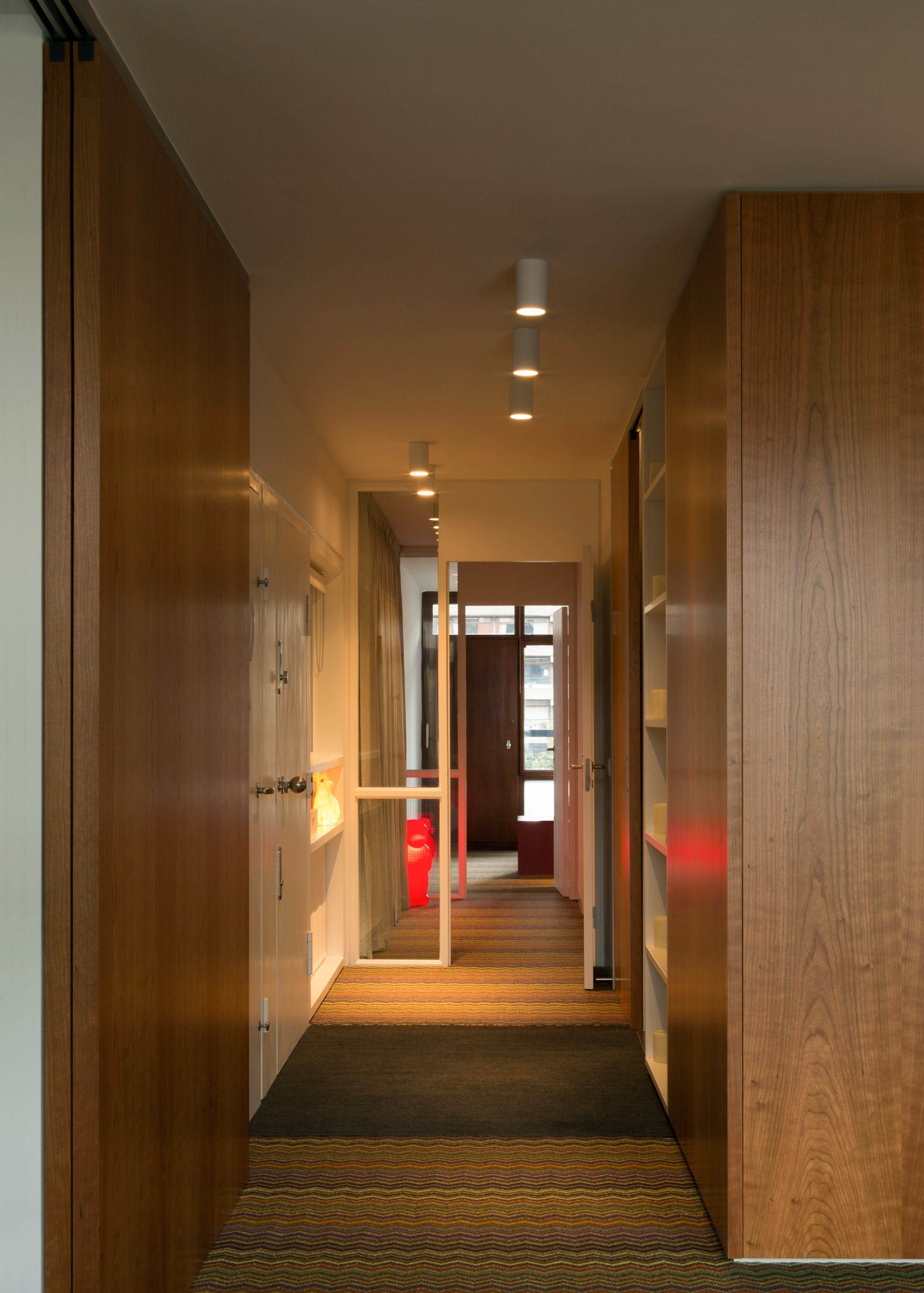 At London's Barbican Estate, midcentury apartment gets sleek revamp