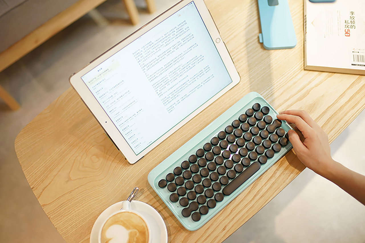 New retro-style keyboard clacks like a real typewriter