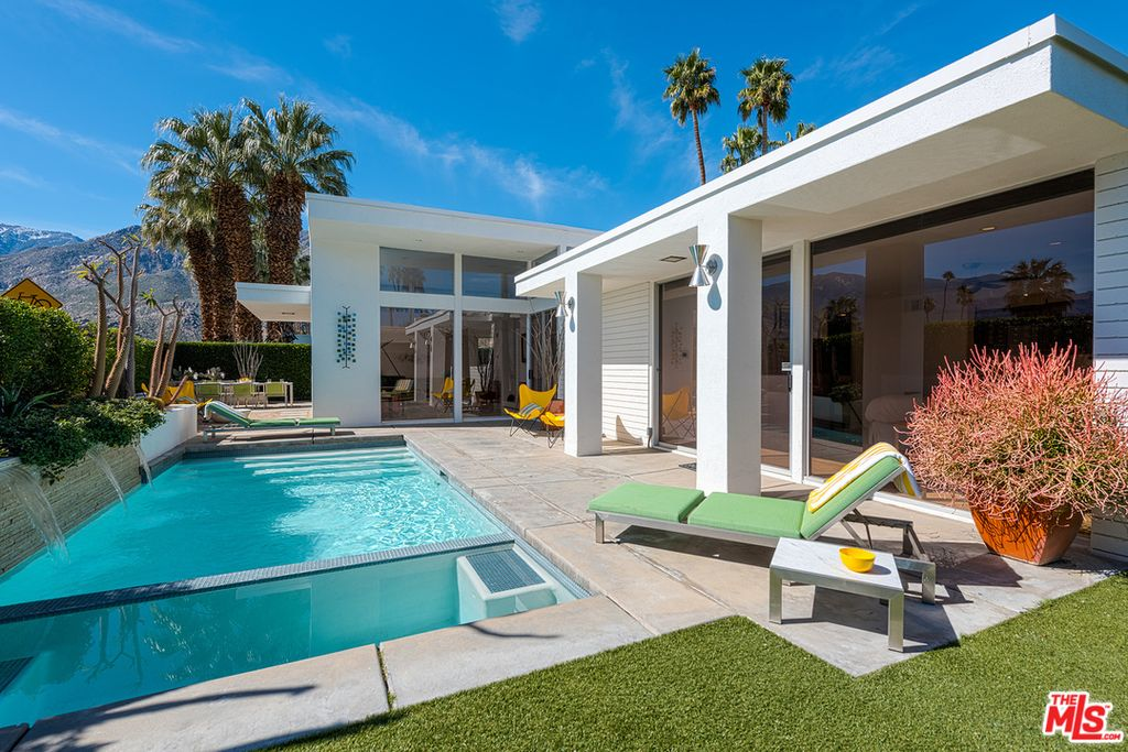 Snag This Renovated 1960s Palm Springs Home With Pool For