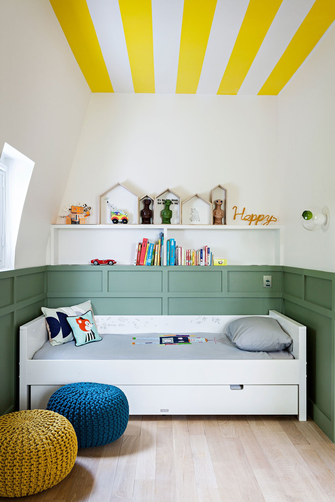 Gorgeous paris renovation strikes balance between elegant - Beautiful attic house projects striking the perfect balance ...