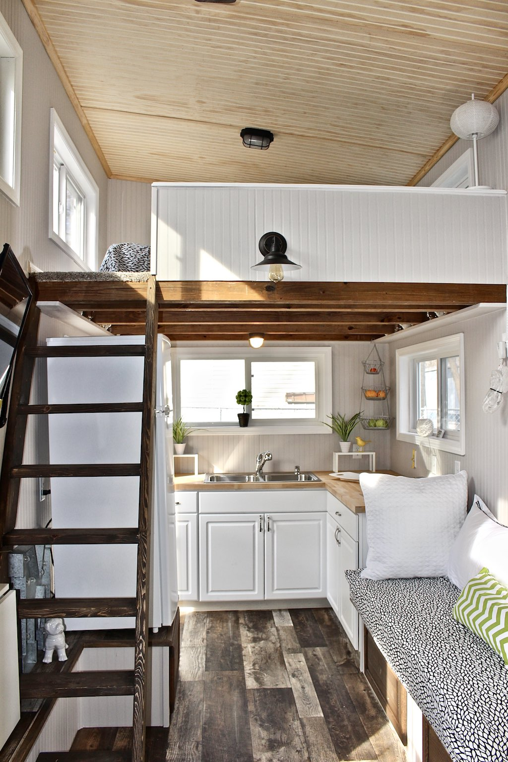 Adorable tiny house is perfect for green lovers curbed for Small house with loft design