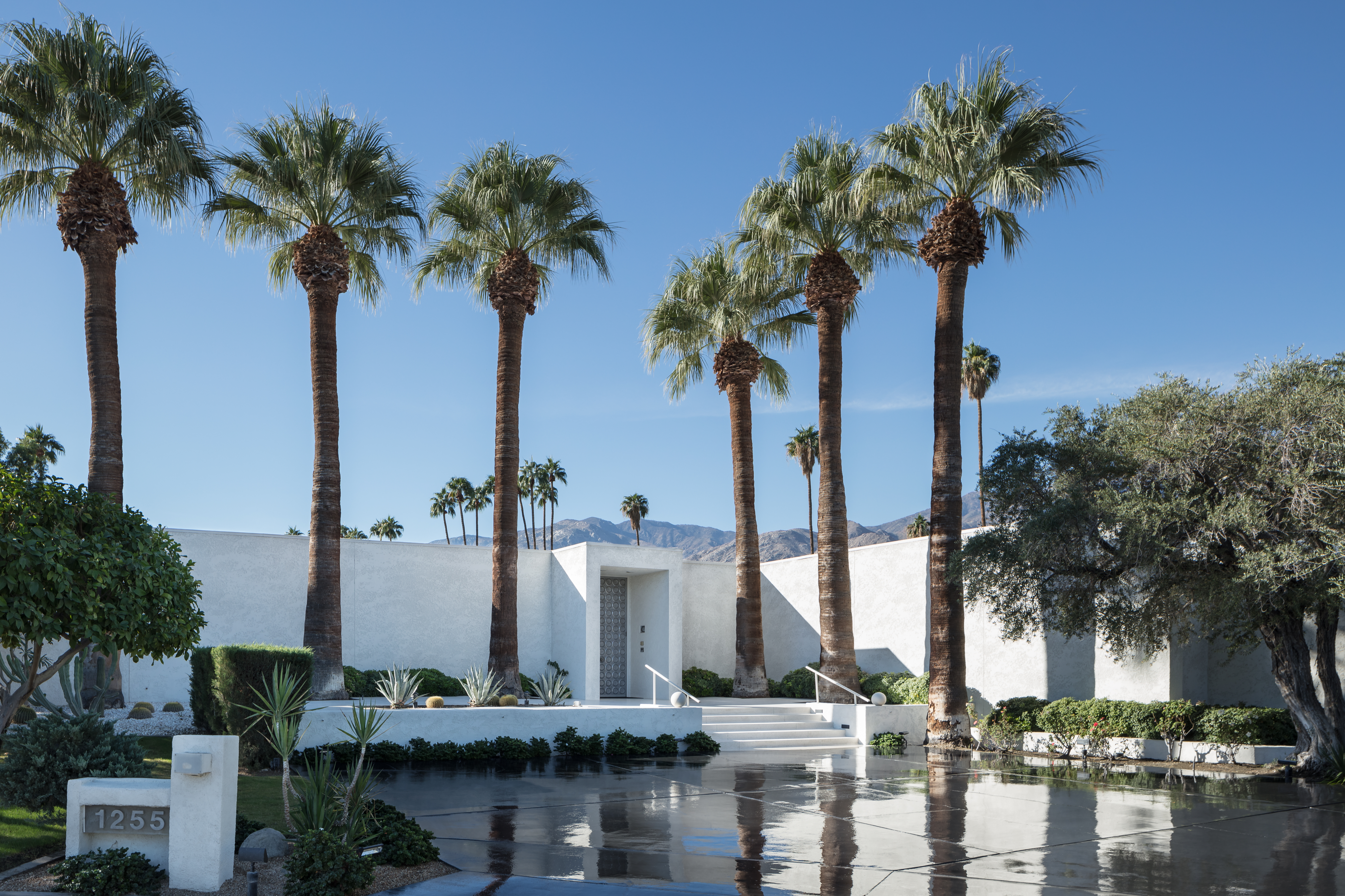 Dreamy Palm Springs Homes For Sale Right Now Curbed - A mid century desert oasis in palm springs