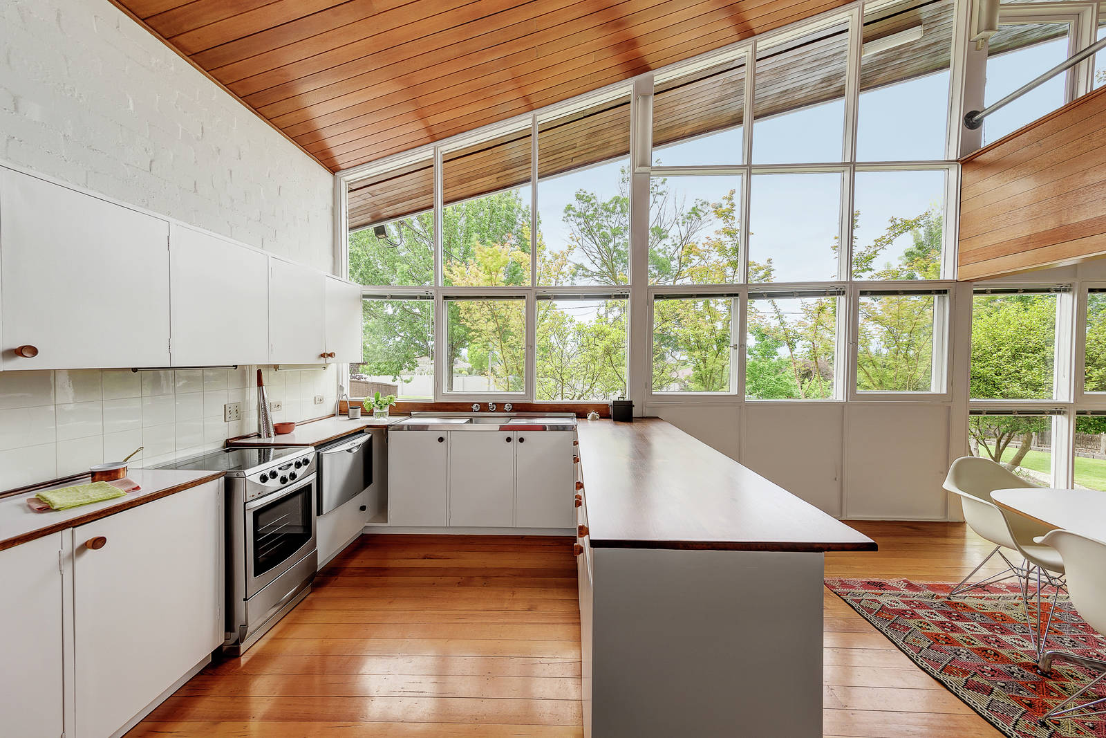 The difference here is that the Blott House isn t heritage listed  so its  future is a bit up in the air  The auction is set for March 25  with price  range  Robin Boyd designed midcentury gem heads to auction near Melbourne  . Bathroom And Kitchen Auctions Melbourne. Home Design Ideas