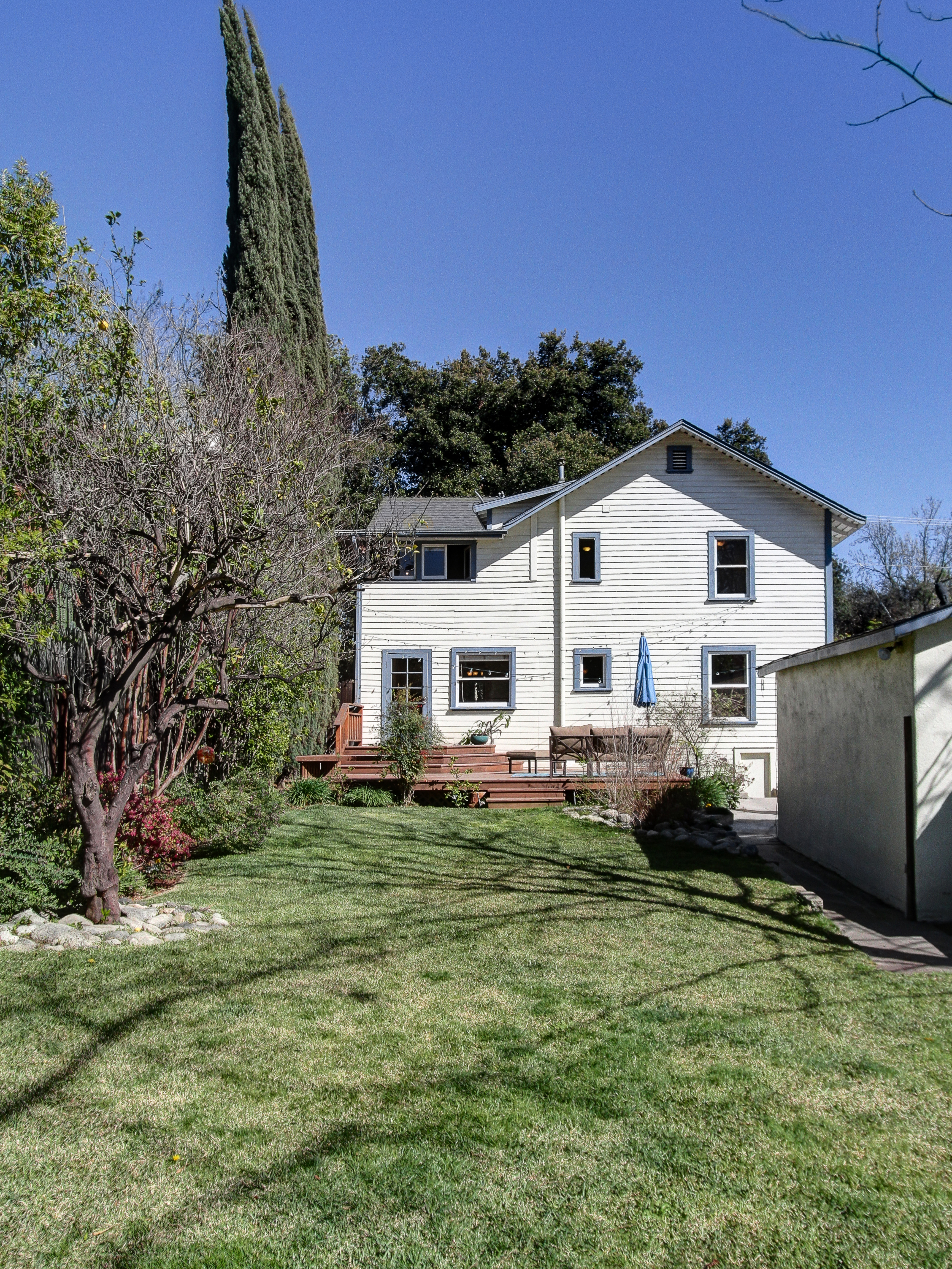 for 925k a quaint farmhouse in a historic district in pasadena