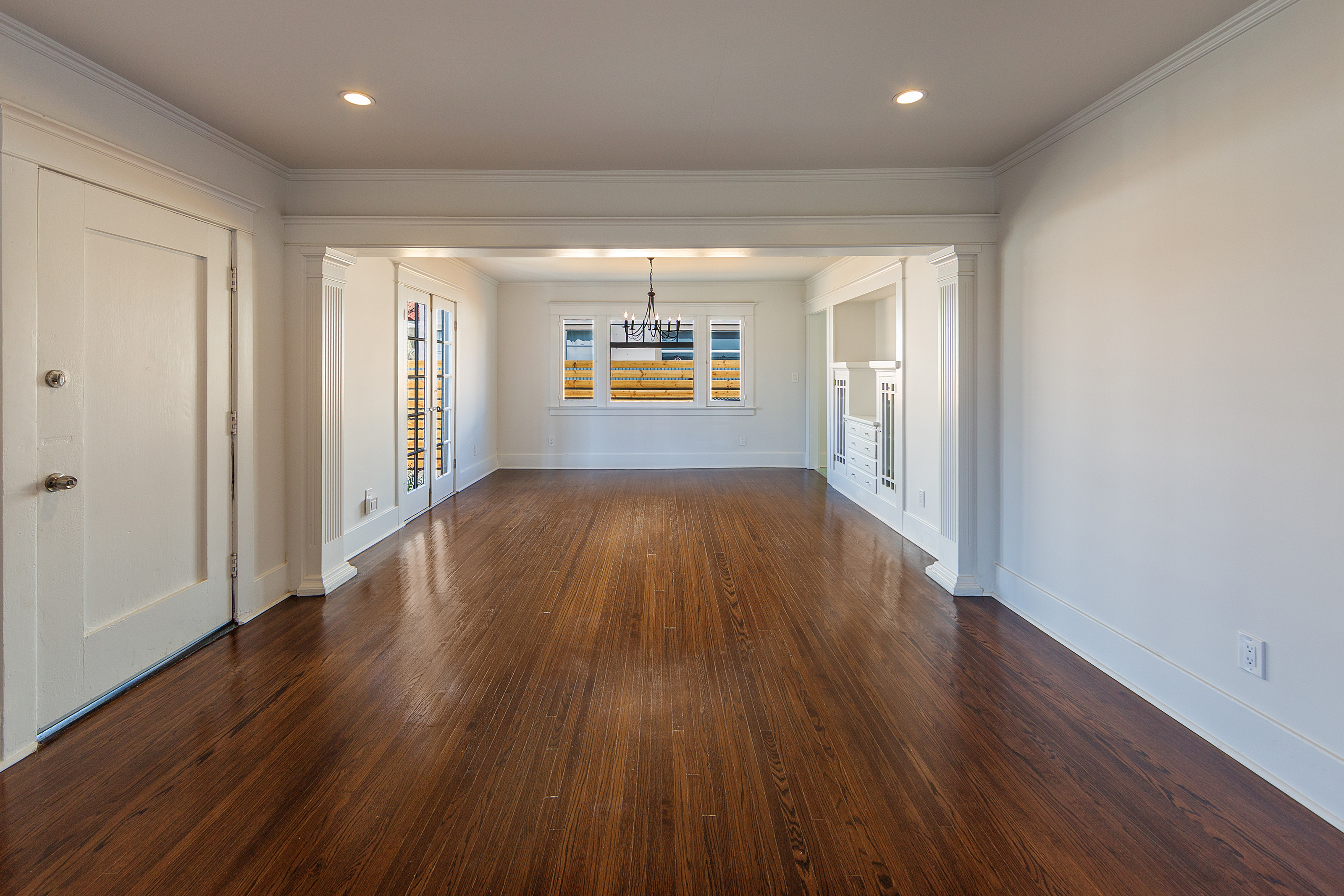 East hollywood homes for sale - But In The Living Room Dining Room And Bedrooms The Original Oak Hardwood Floors And Built Ins Are Still Intact And They Bring The Charm