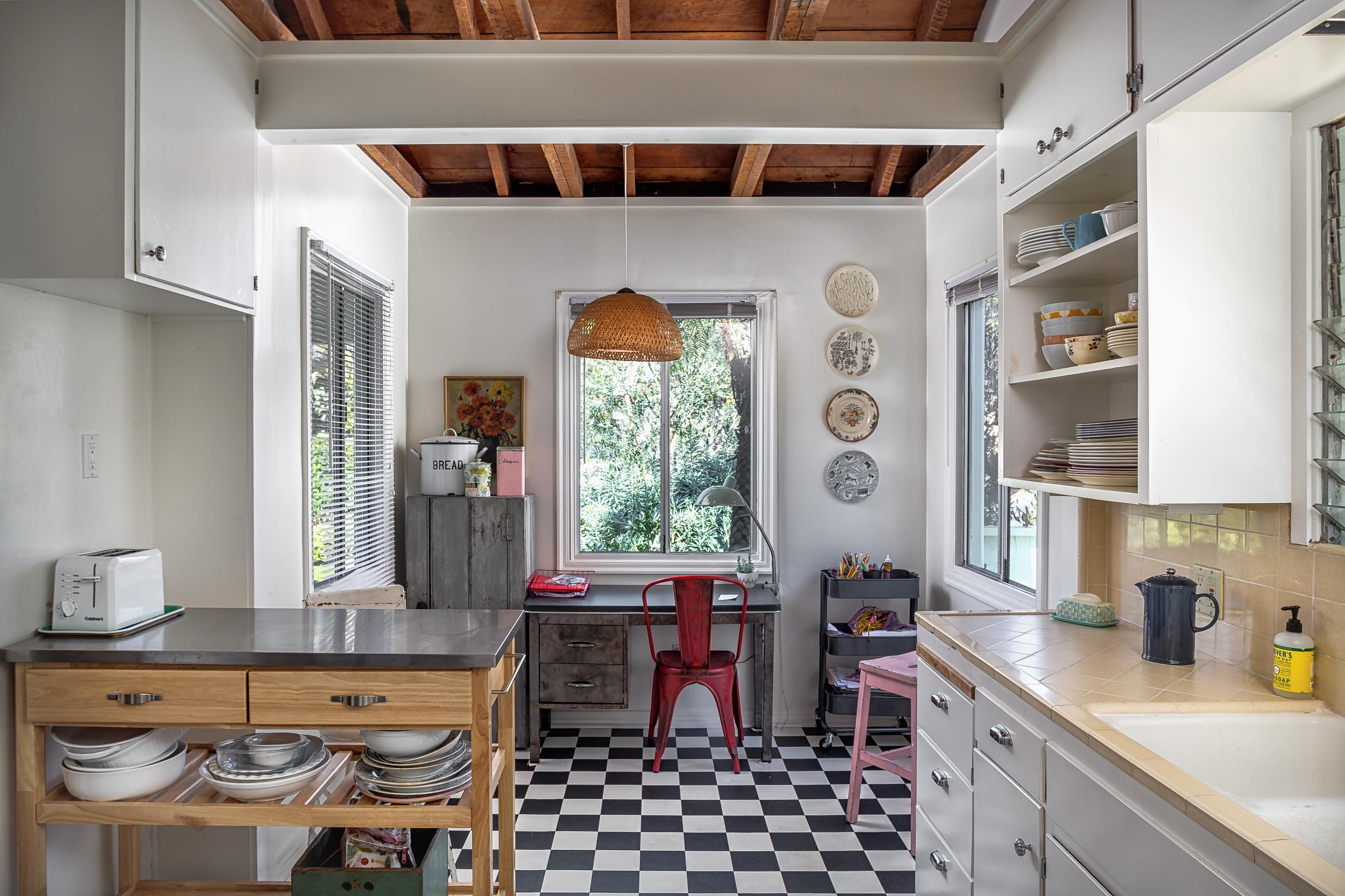 Darling Santa Monica cottage asks $2.149M