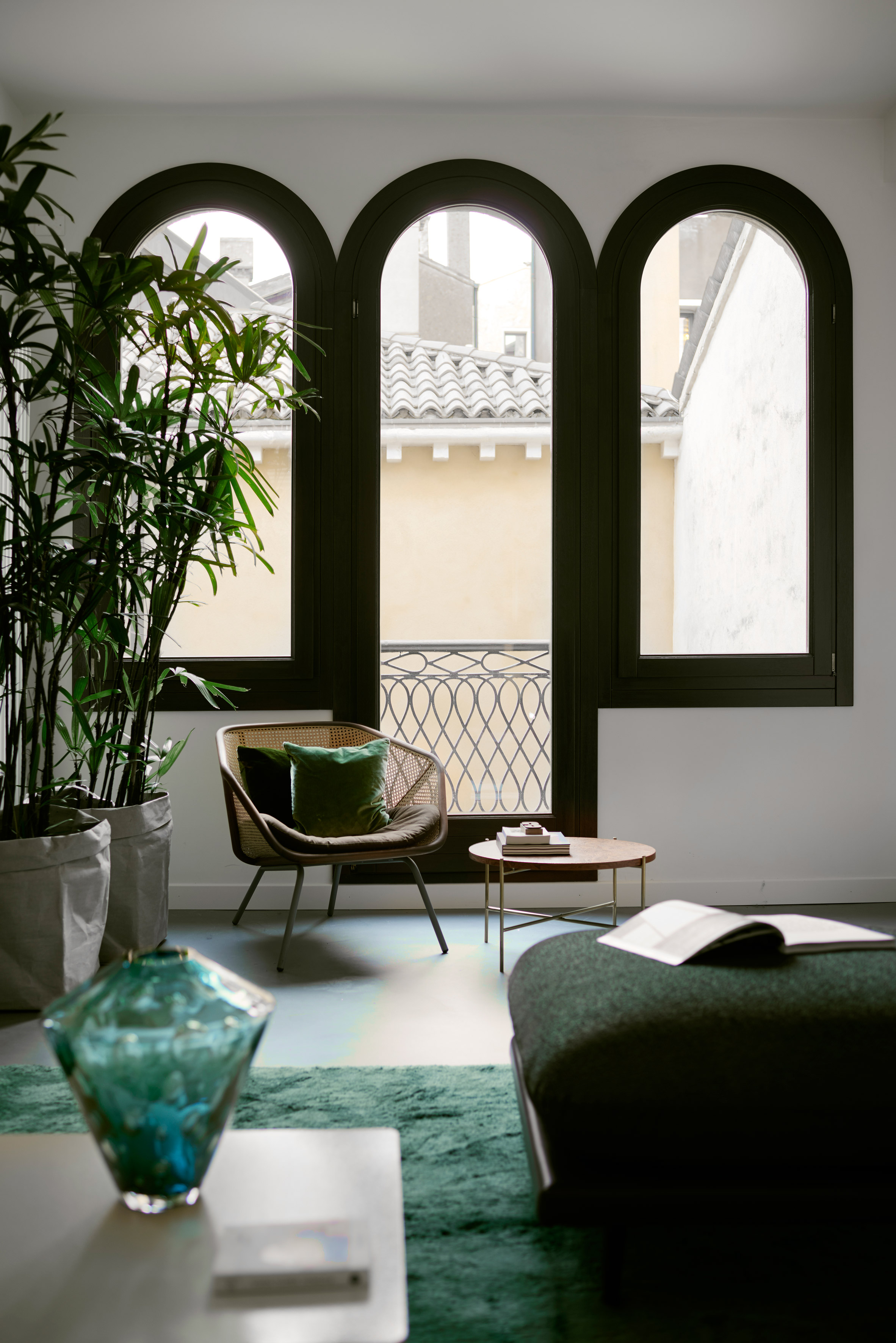 Modern furniture reinvents this traditional Venetian apartment