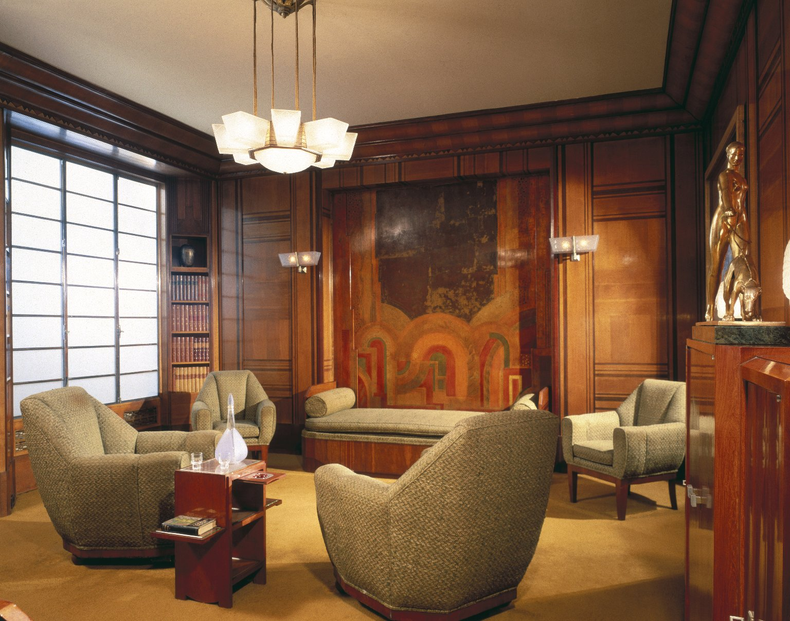 15 beautiful furniture collections at the world 39 s museums for Famous art deco interior design