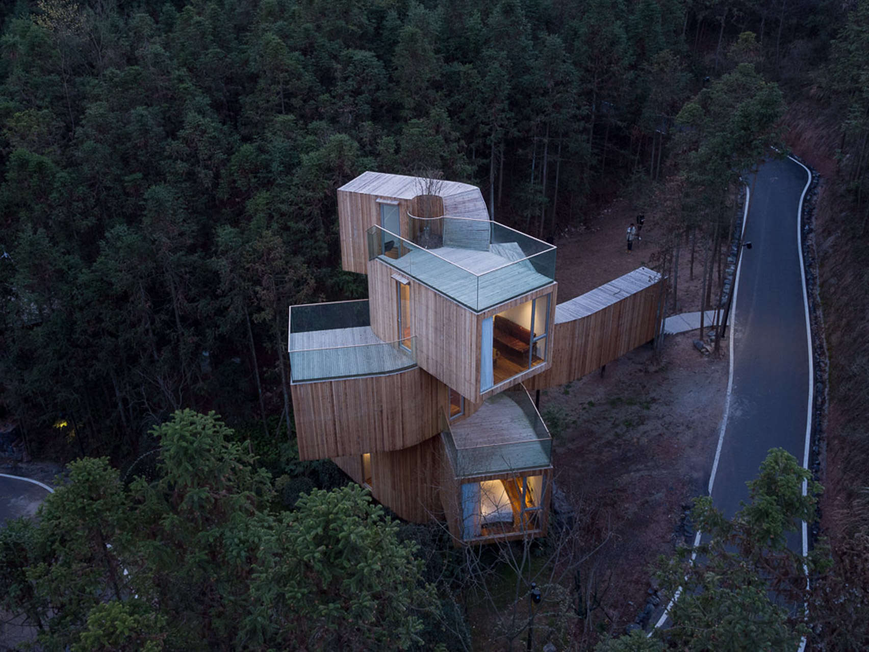 Modern 'treehouse' spins out for 360-degree mountain views