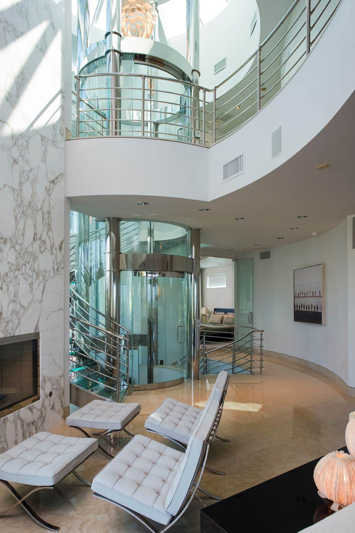 Florida beach pad with round glass elevator for 6m for Beach house elevator