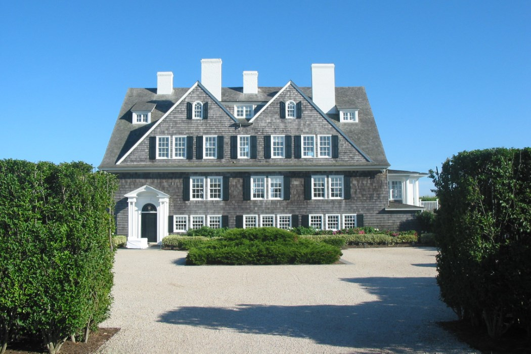 The master suites of the most expensive hamptons homes for Most expensive home in the hamptons