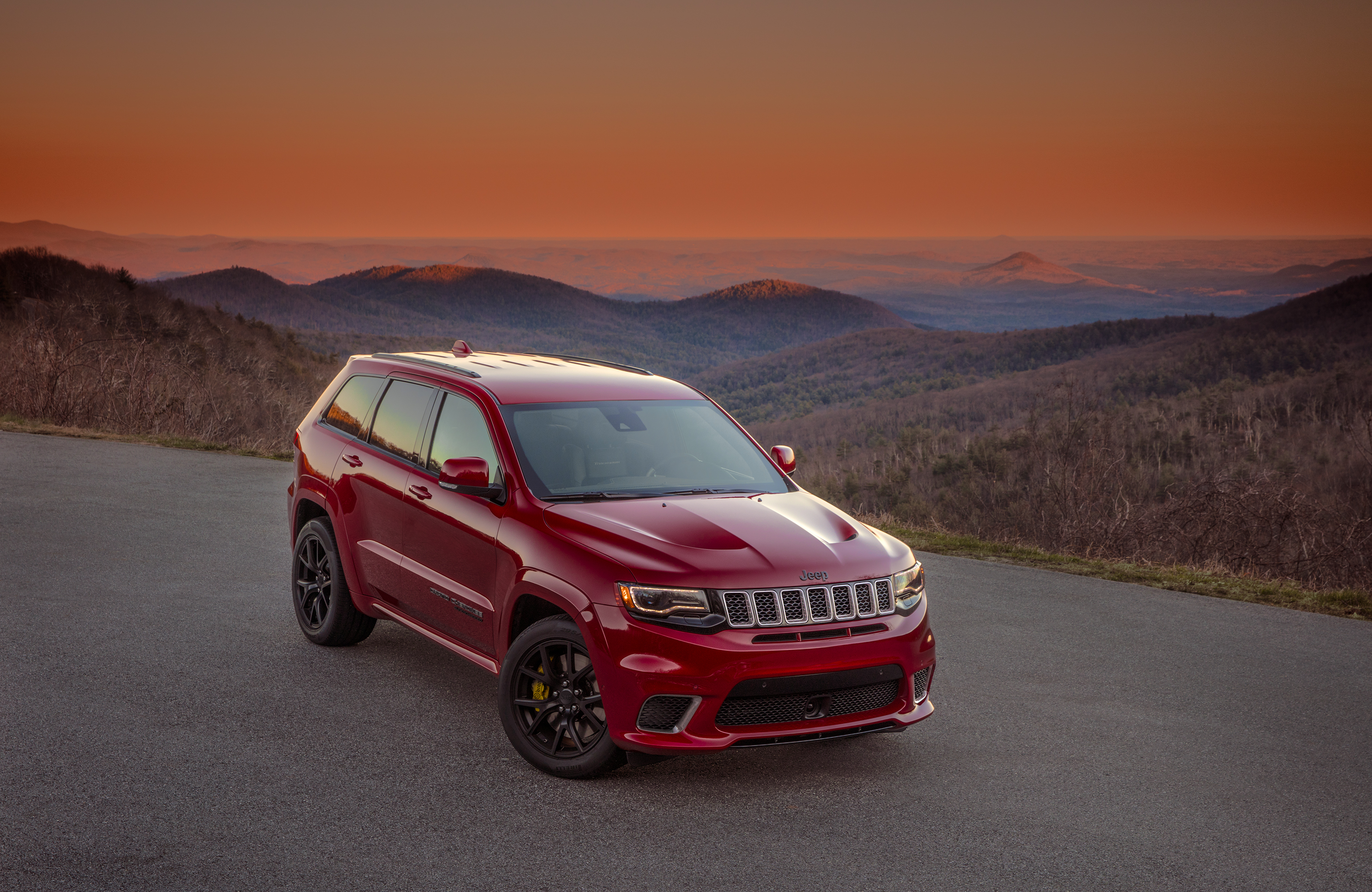 jeep says the grand cherokee trackhawk is the fastest suv ever the verge. Black Bedroom Furniture Sets. Home Design Ideas