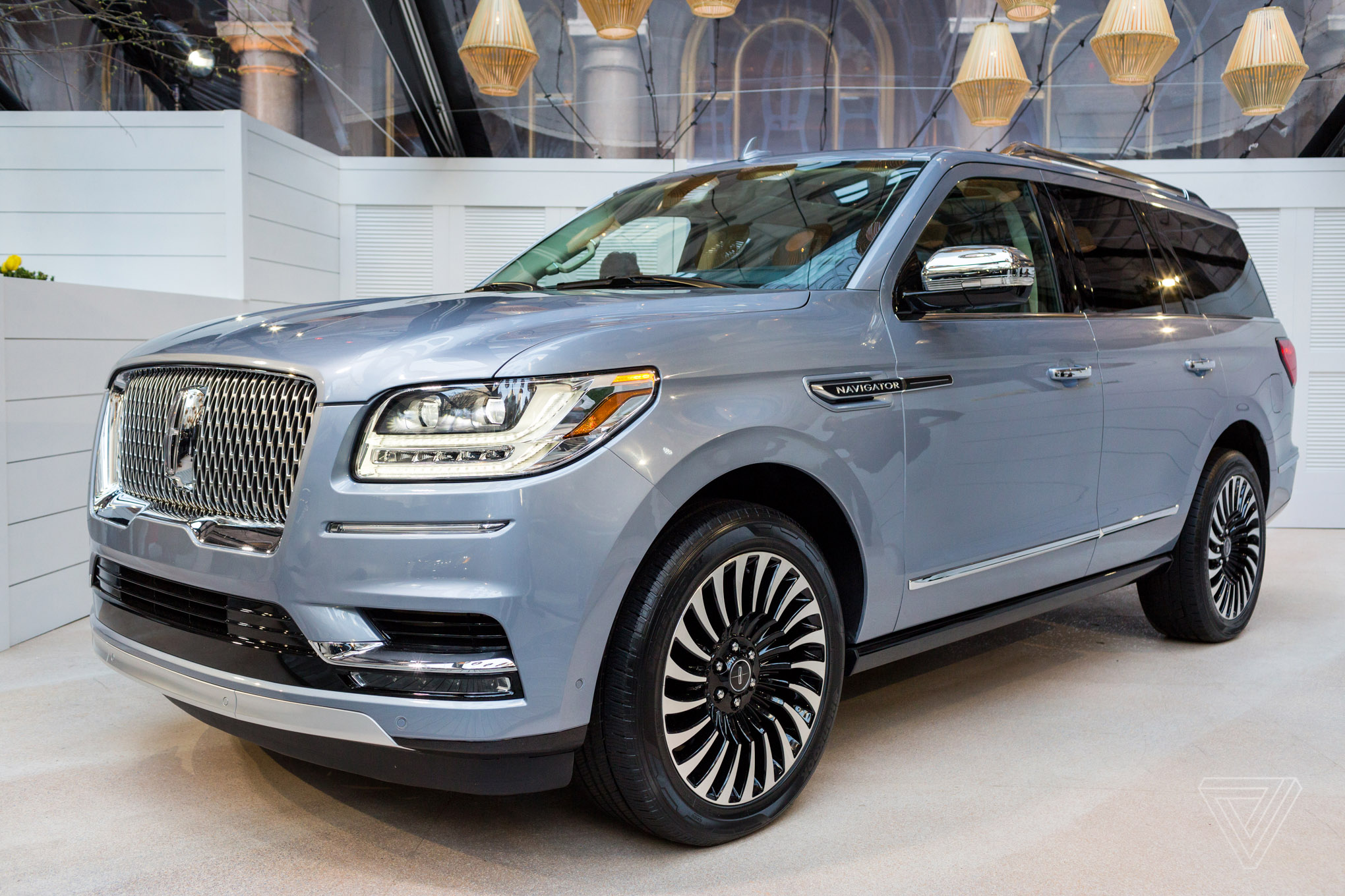 the new lincoln navigator is elegant luxury in a gigantic package the verge. Black Bedroom Furniture Sets. Home Design Ideas