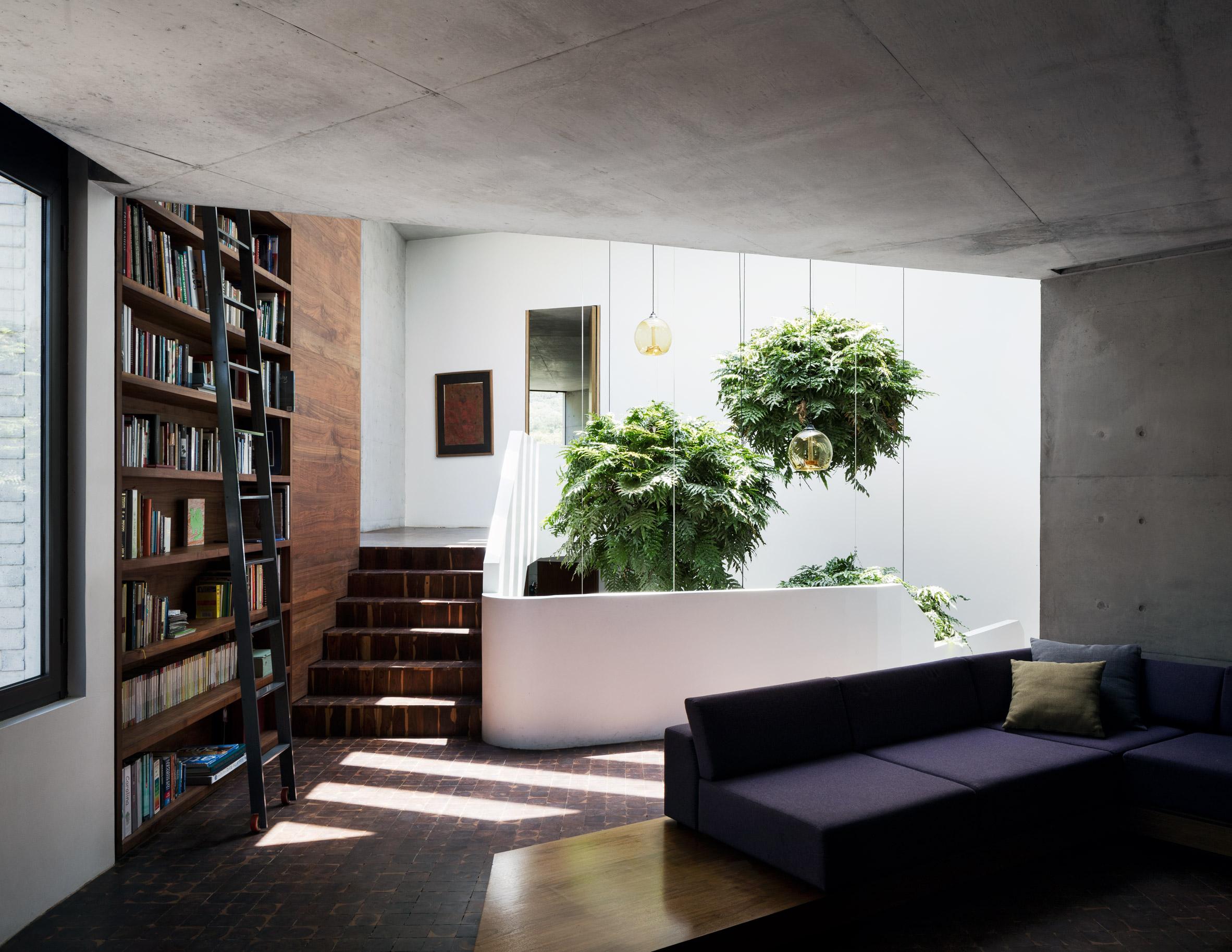 Cantilevered modern stunner nods to LA's hillside homes