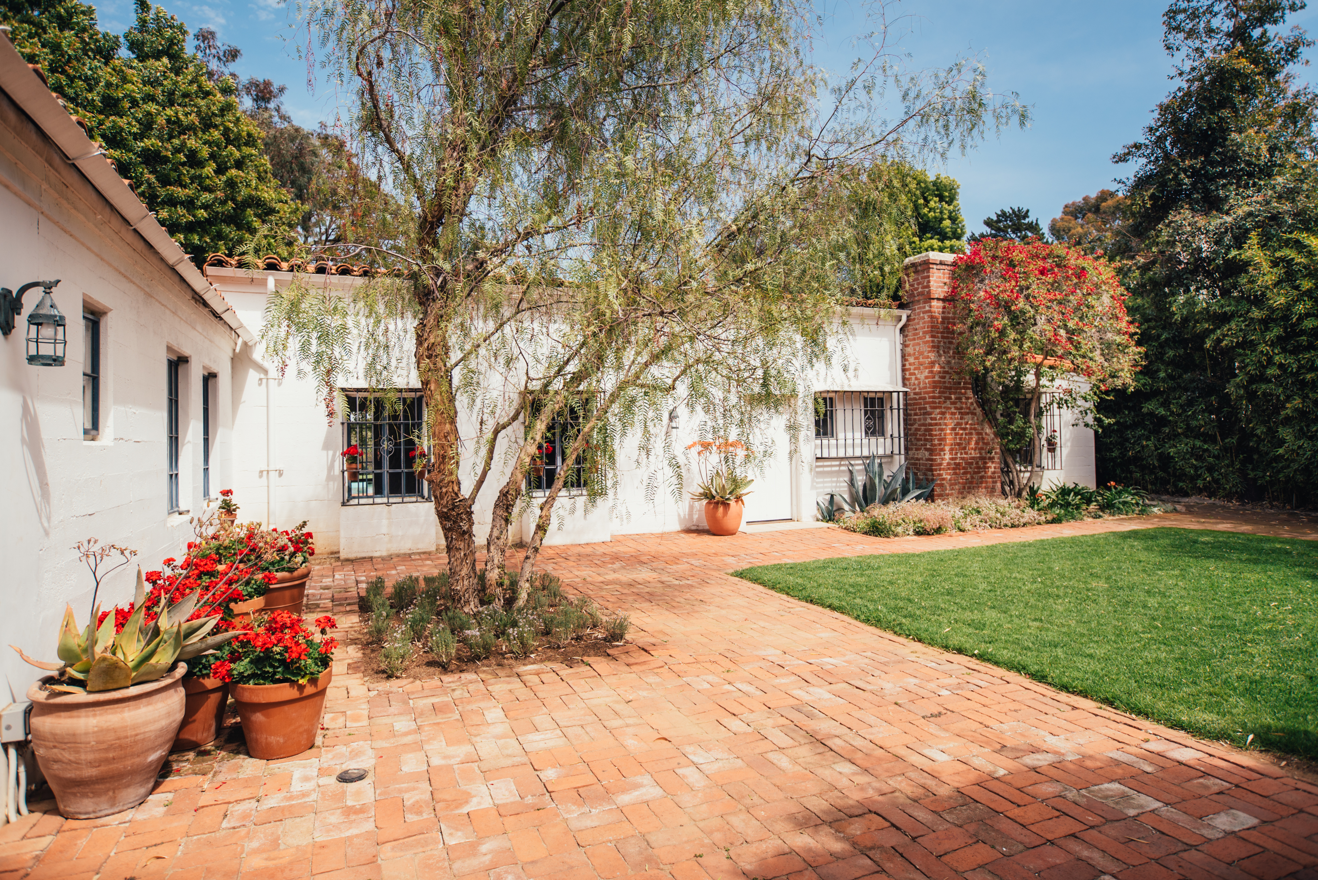 Marilyn Monroe Mansion Marilyn Monroe's Brentwood House Is For Sale For $6.9M  Curbed La