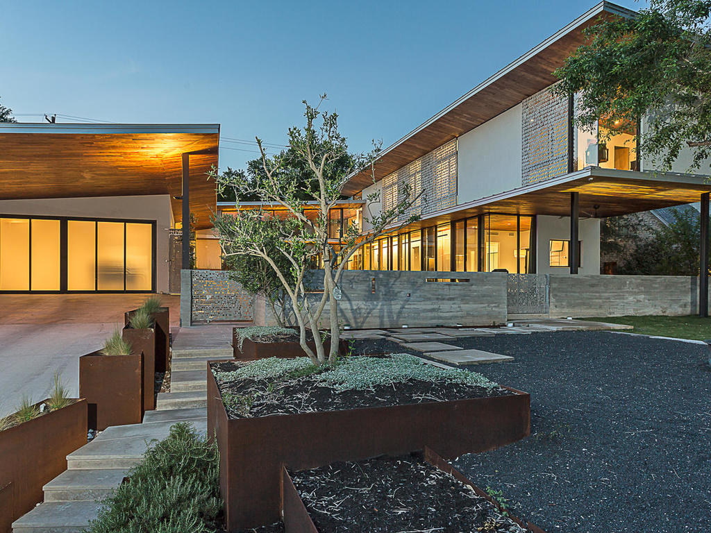 Exquisite rollingwood contemporary asks 4 5m curbed austin for Contemporary homes for sale in austin