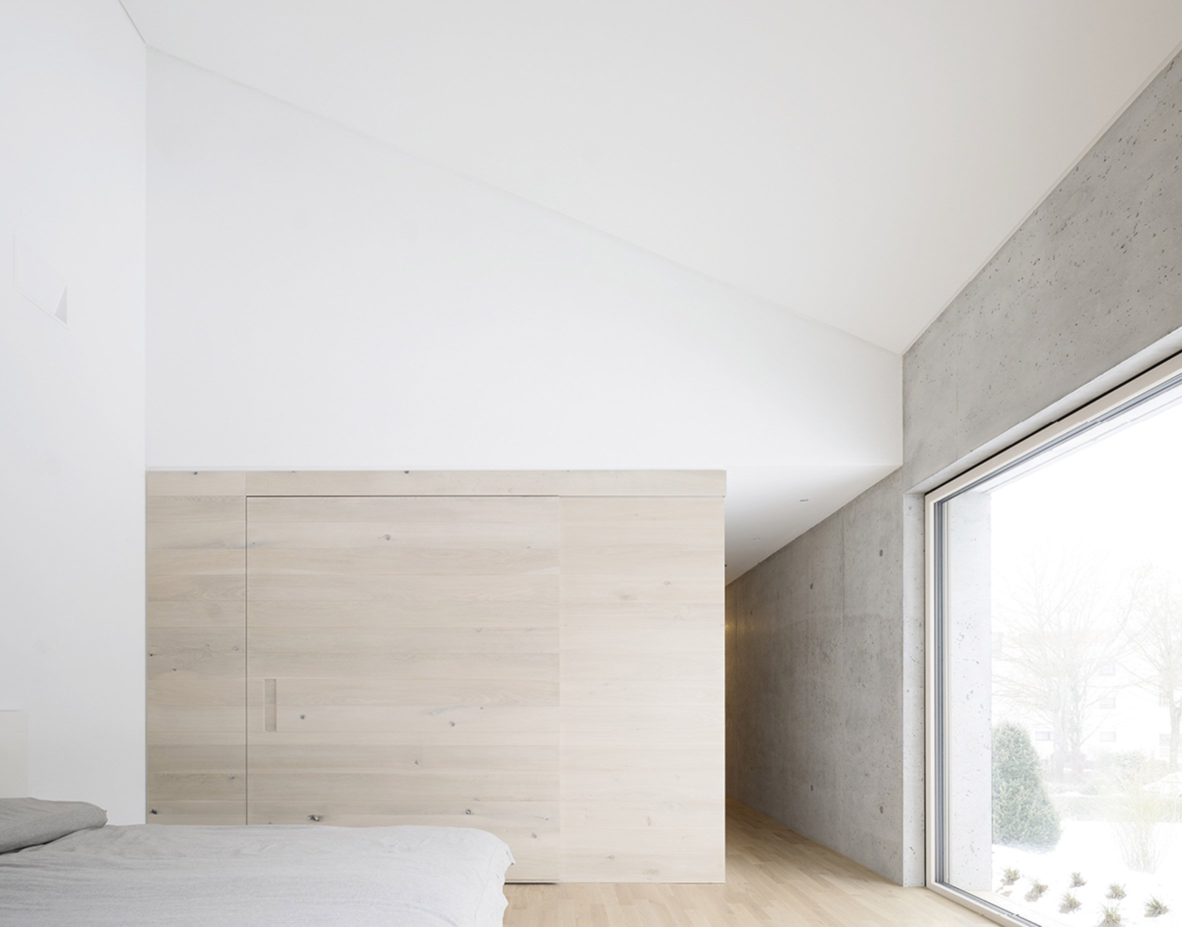 Angular concrete house in Germany mimics a crystal