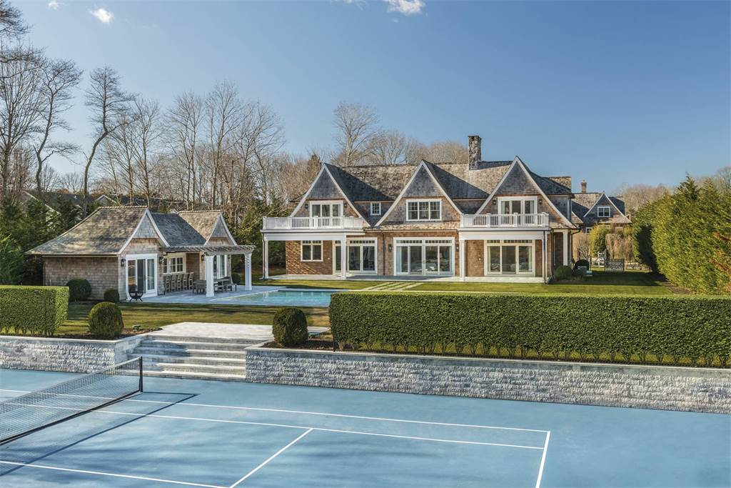 Hamptons homes for sale with tennis courts for under 7m for Hamptons beach house for sale