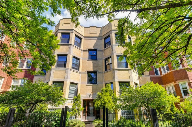 Warm and cozy Rogers Park twobedroom with exposed brick wants