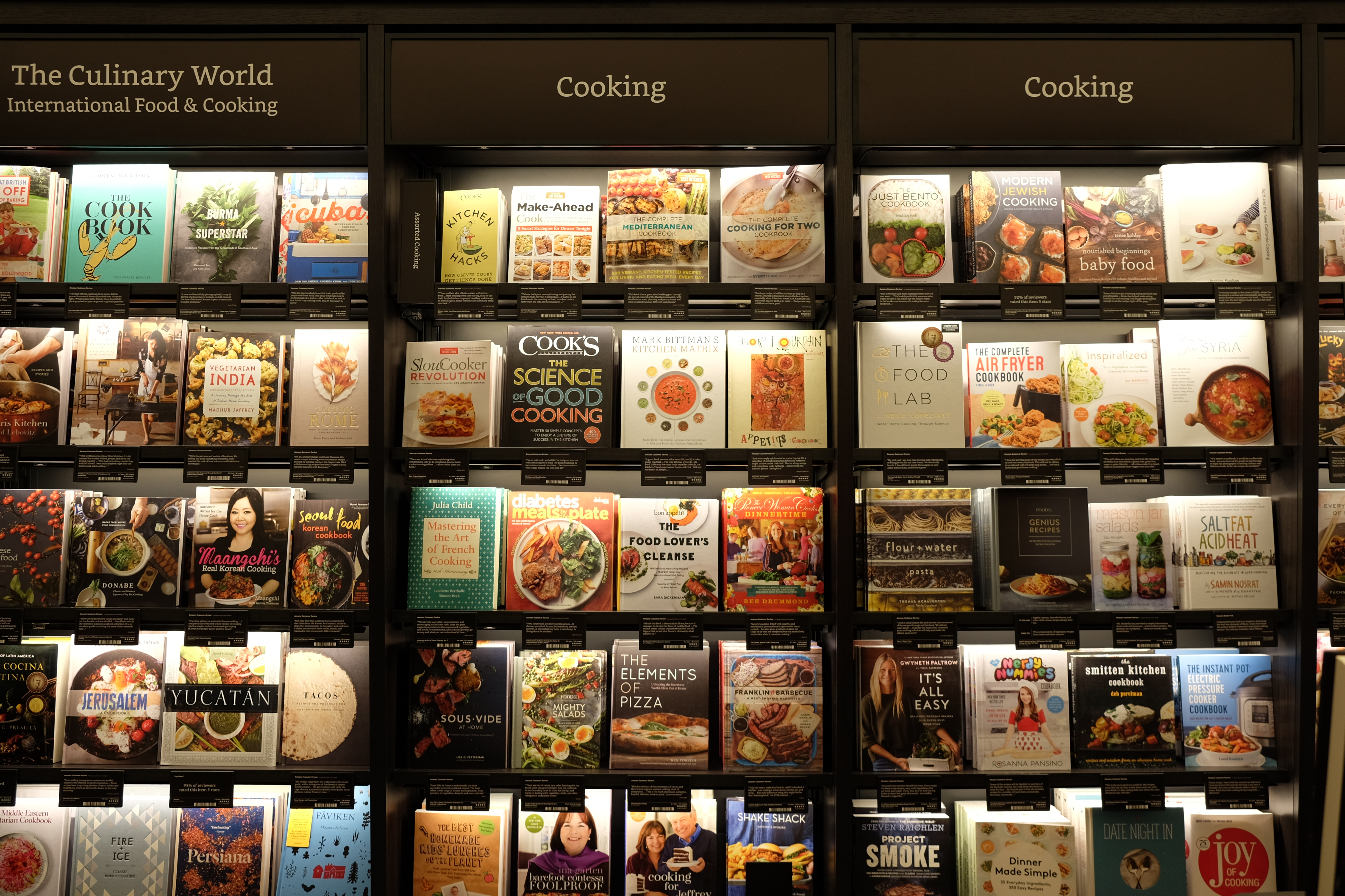 photos inside amazon�s first new york city bookstore recode