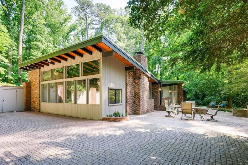 Buckhead midcentury modern harkens eichler summons 600k for Modern houses in atlanta