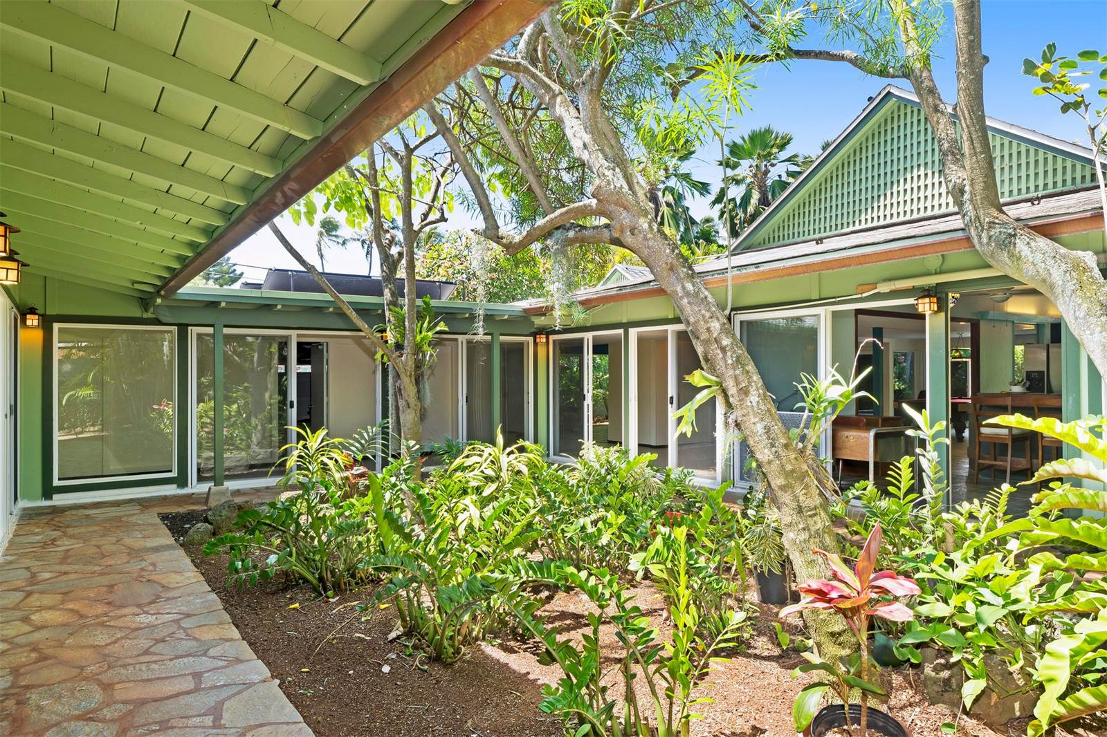 Hawaiian bungalow near the beach could be yours for under