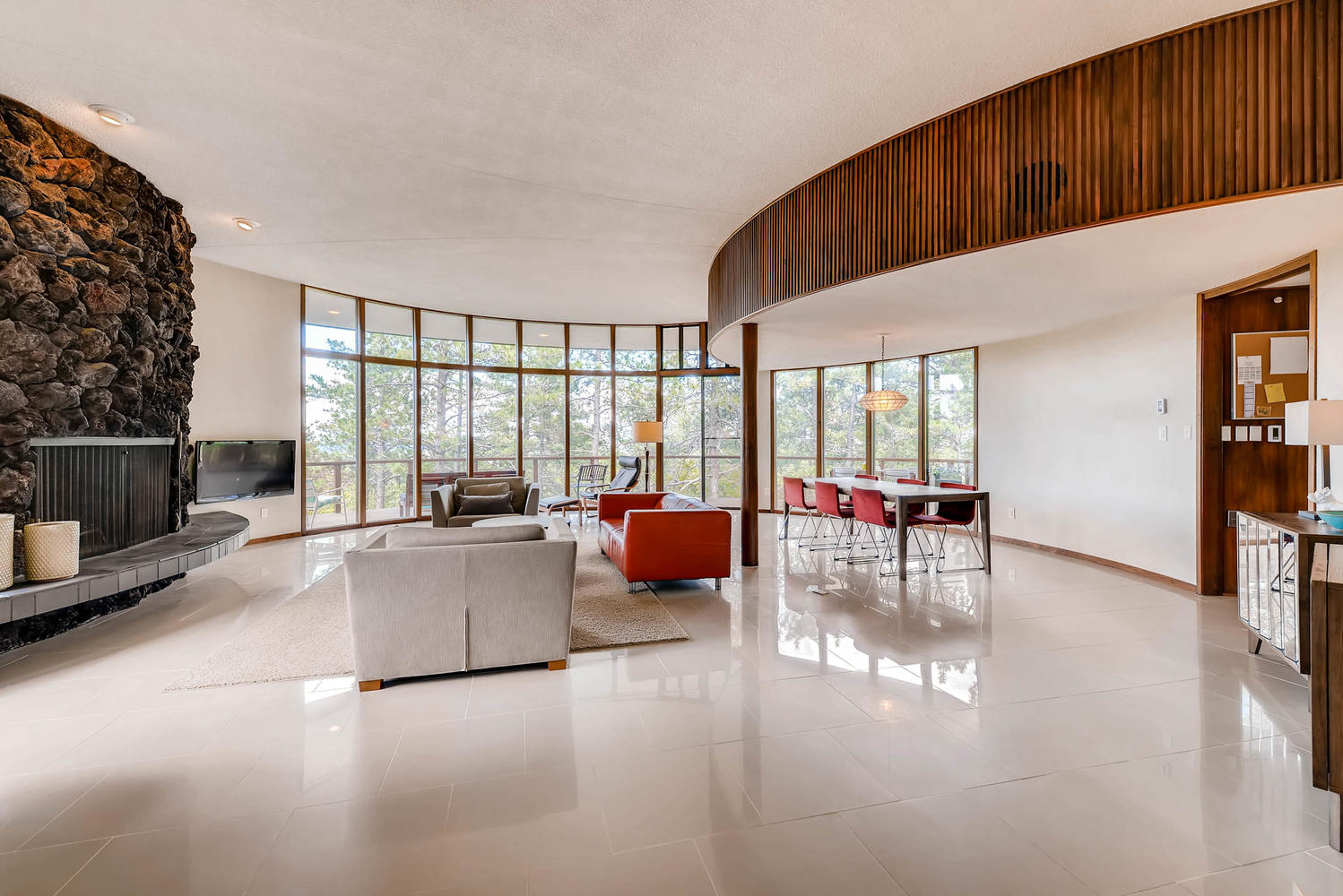 '70s Spaceship-like House With Views Wants $925K In