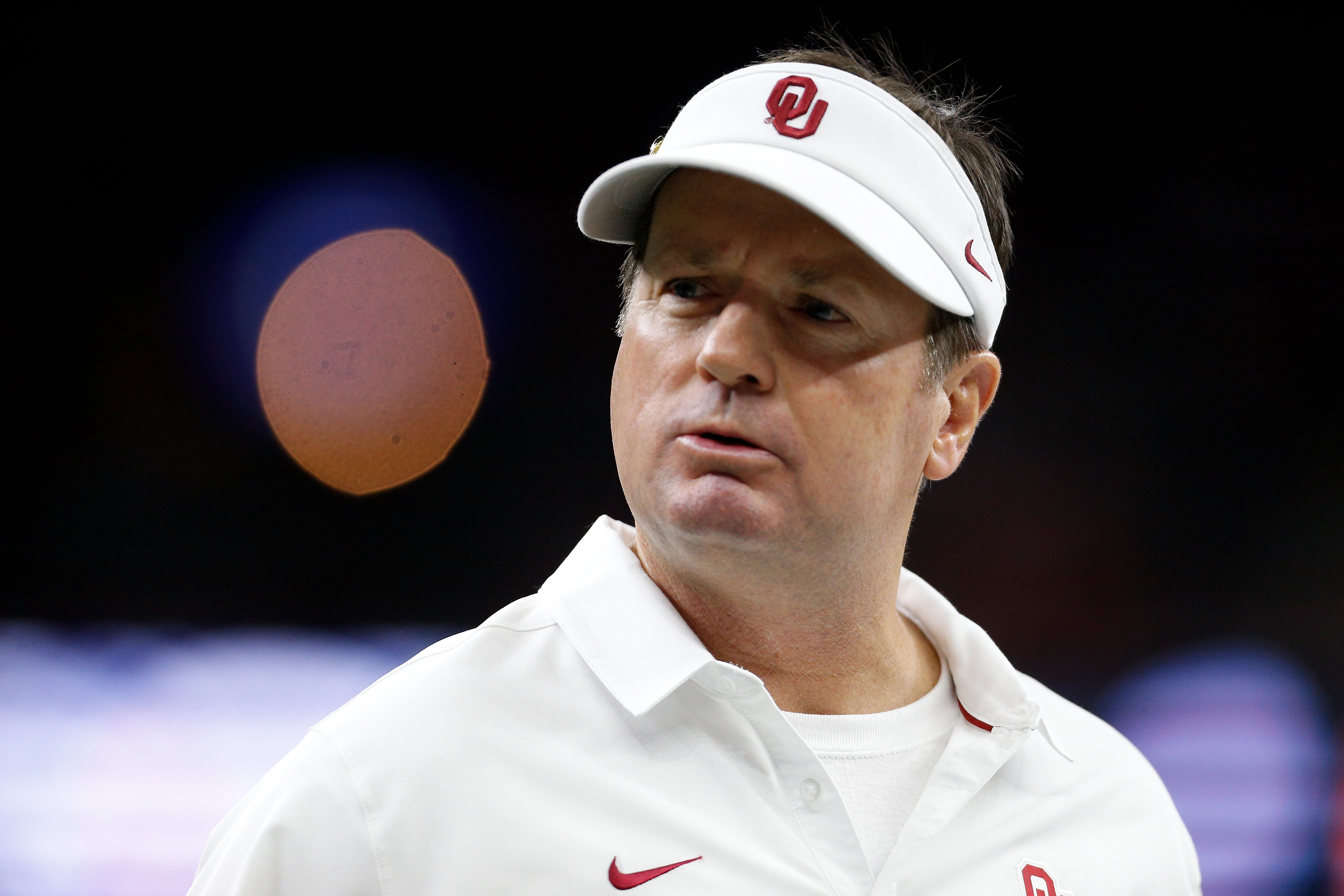 Snyder Congratulates Stoops on Career at Oklahoma