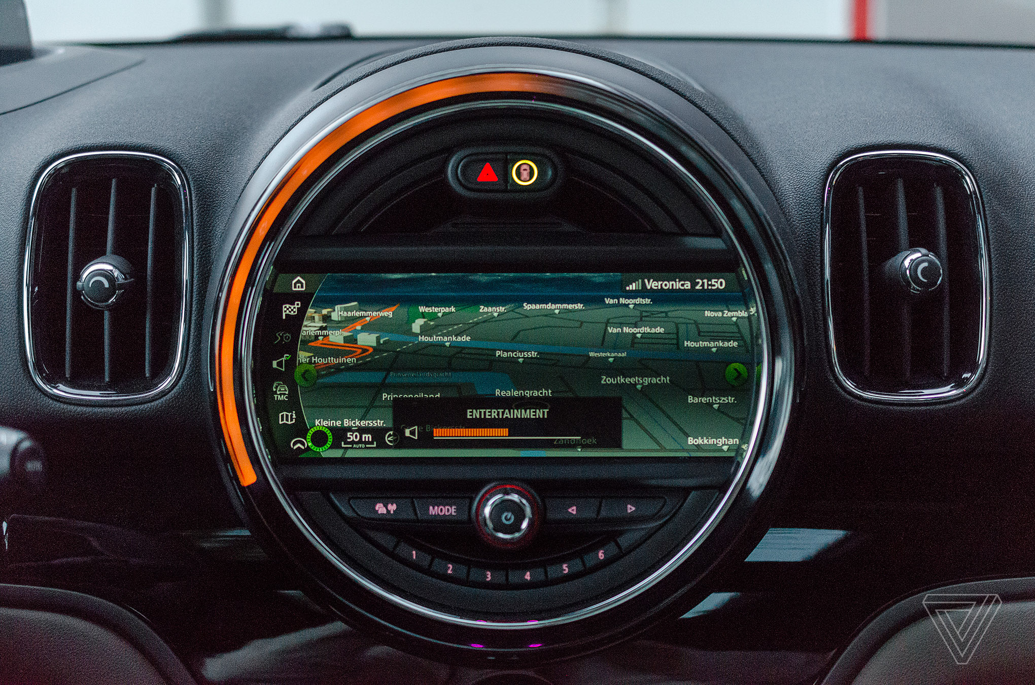 Screendrive mini cooper s countryman is the ultimate 90s gadget note the orange ring matching the volume level buycottarizona