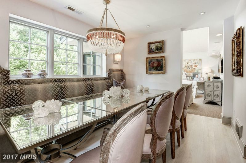 Beautiful alexandria home lures you in at curbed dc for Interior design old town alexandria