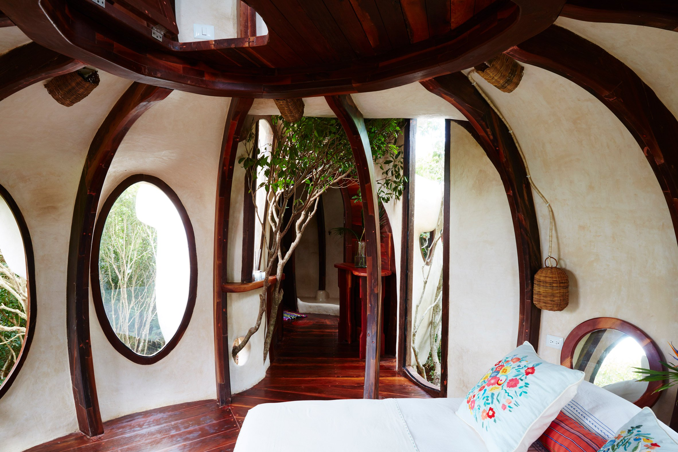 In Mexico, Gaudí-esque treehouse looks out over jungle and sea