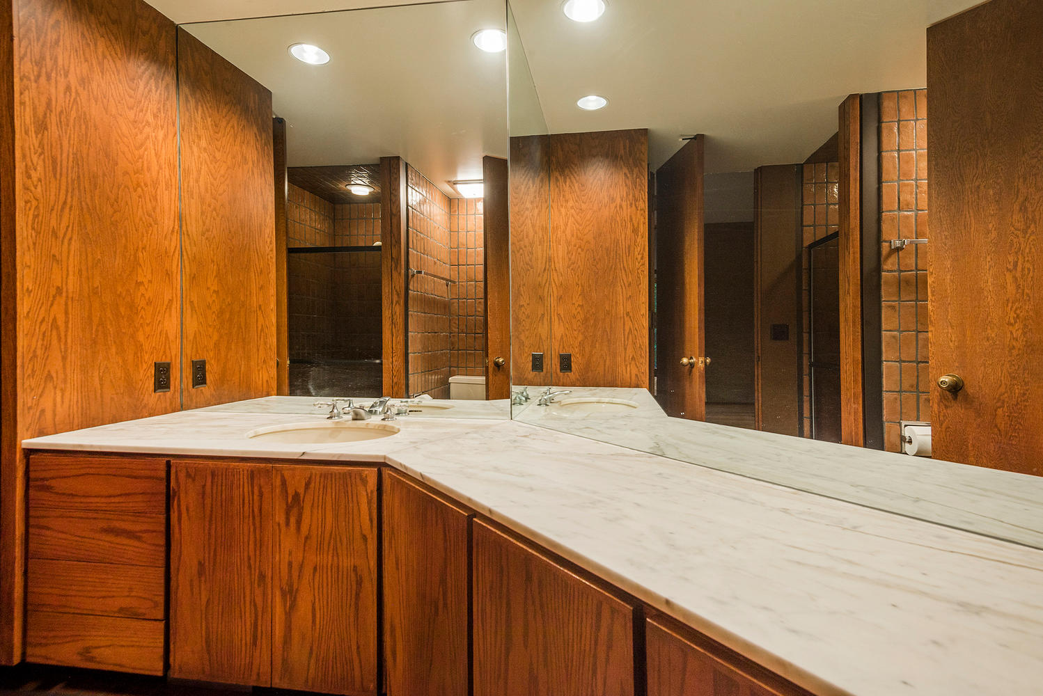 Swinging 70s Home With Soaring Spaces Asks 1 4m Curbed