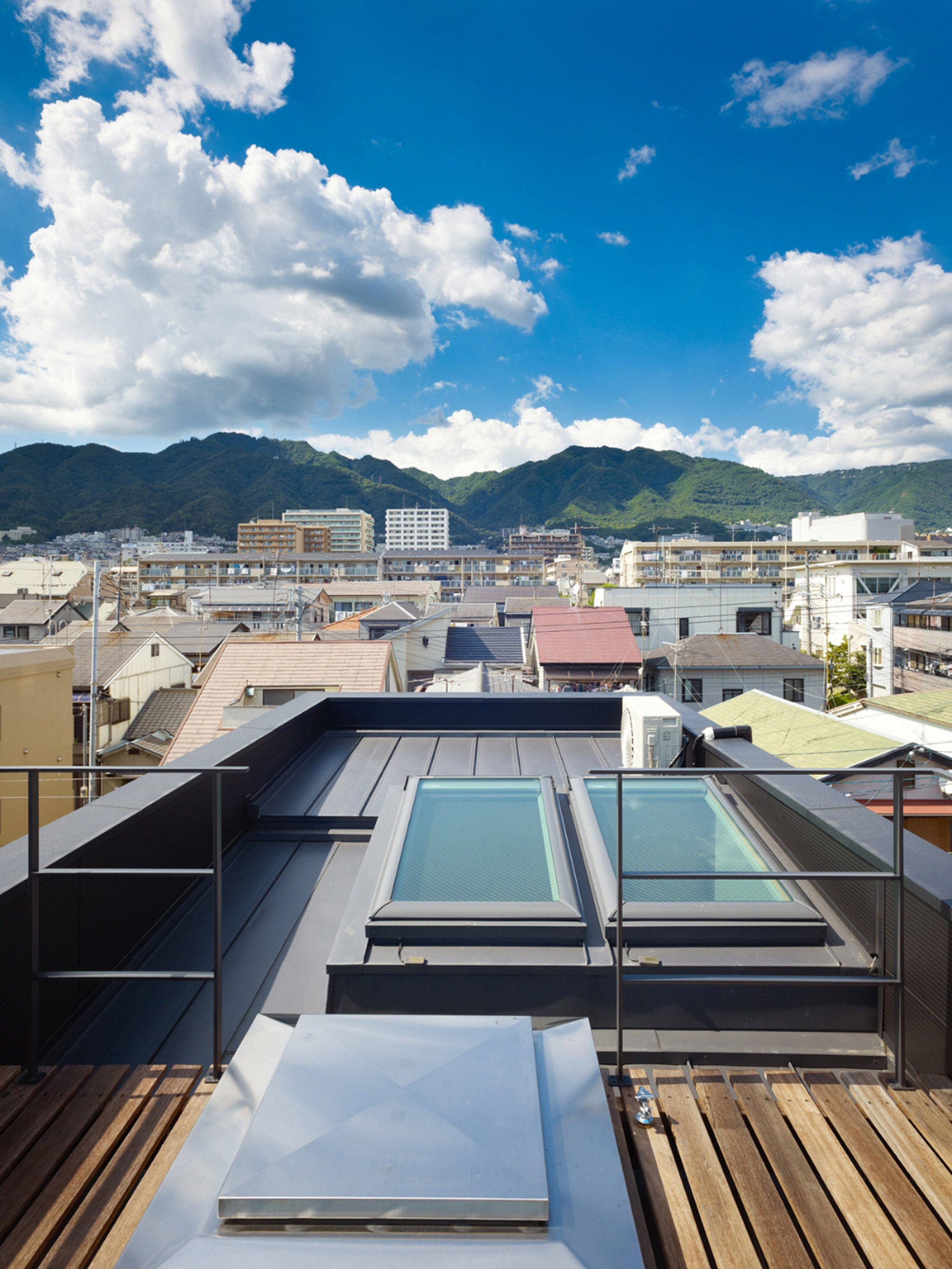 Japanese Skinny House Reaches Skyward Curbed