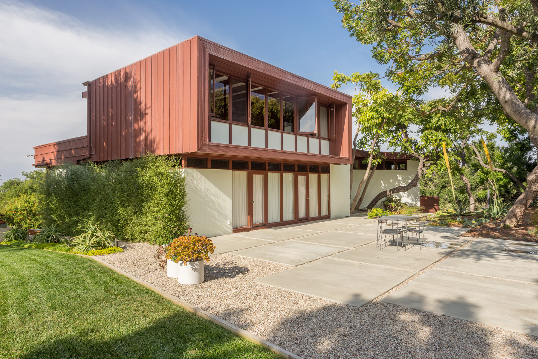 Magnificent midcentury modern by rodney walker available for Cost to build mid century modern home