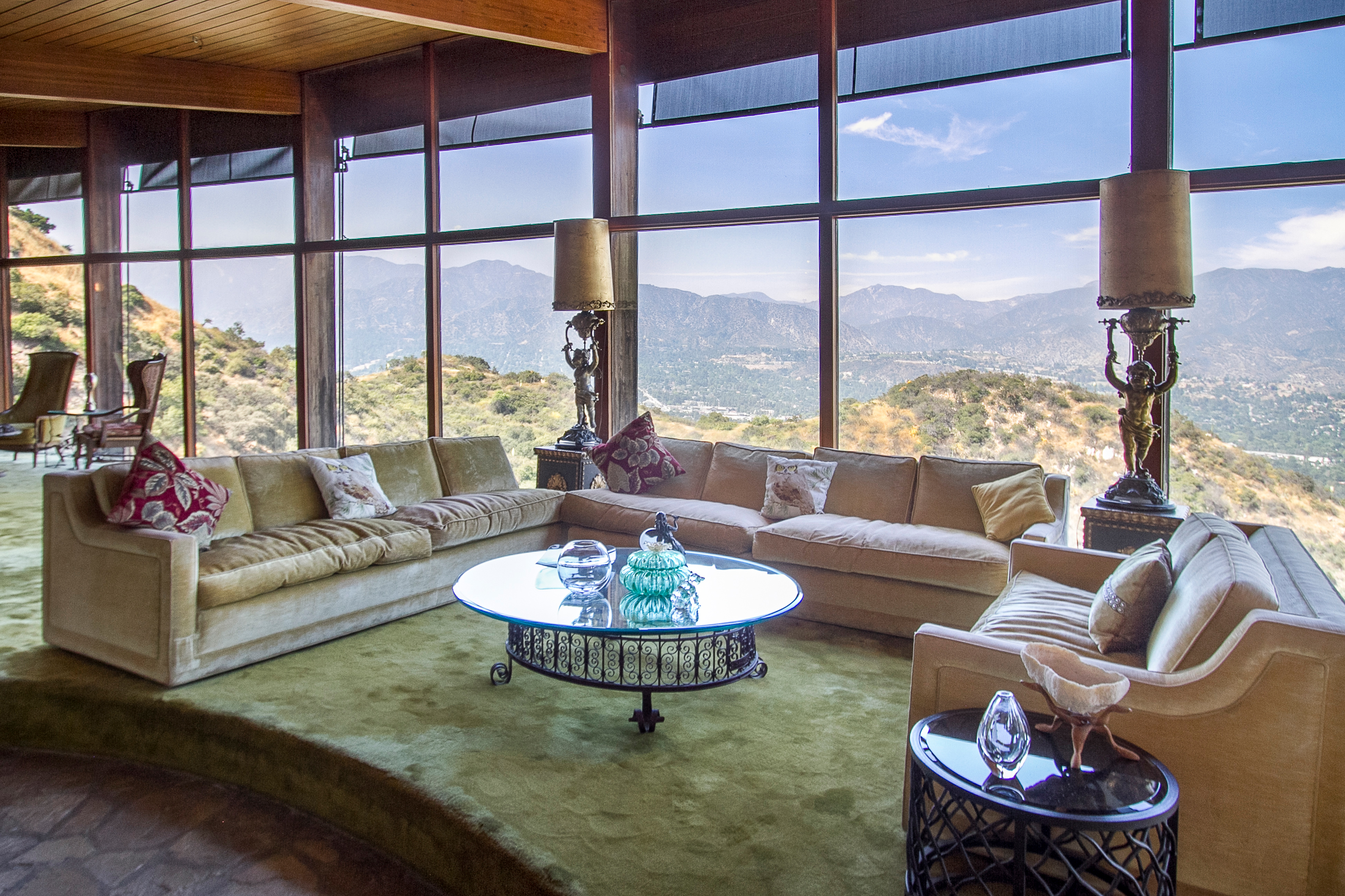 La ca ada research house is a visual feast for for Modern house zillow