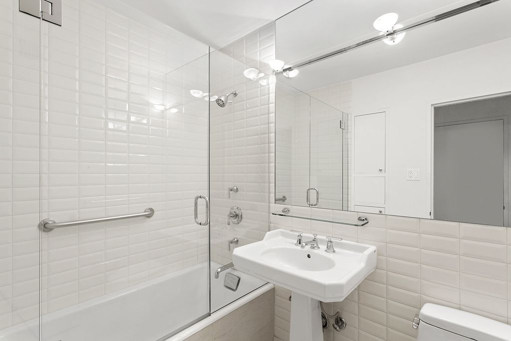 5 move in ready Manhattan one bedrooms asking less than 500000