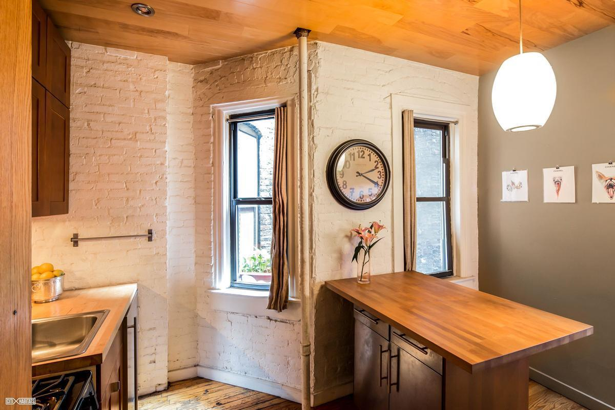This 1 bedroom proves small apartments don t have to be boring - Though This Hell S Kitchen Studio Isn T Minimalist In Style The Wood Accents And Bits Of Exposed Brick Give It More Of A Rustic Shabby Chic Feel It Has