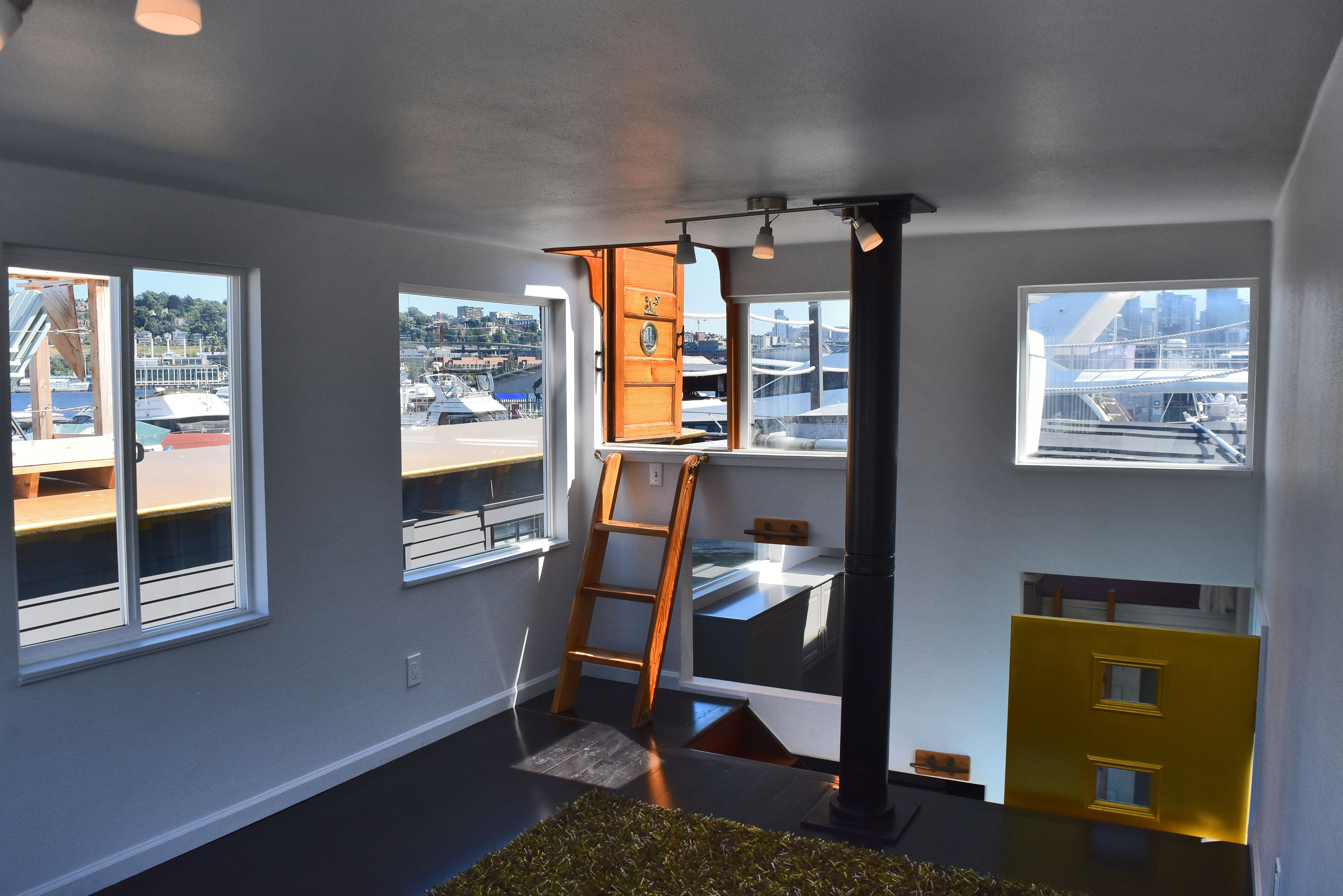 listen to lake union on april s song houseboat curbed seattle climb up another half floor for an even better view from the 16 by 11 square foot rooftop deck trimmed with rope for a nautical touch and all ready for