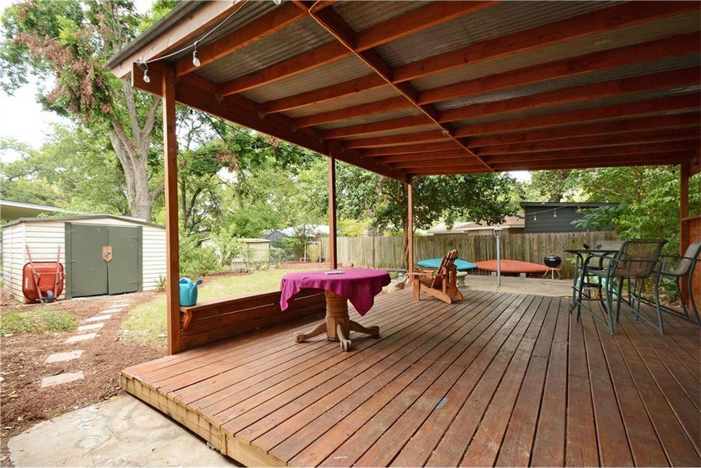 Sweet East Austin cottage asks $350K - Curbed Austin