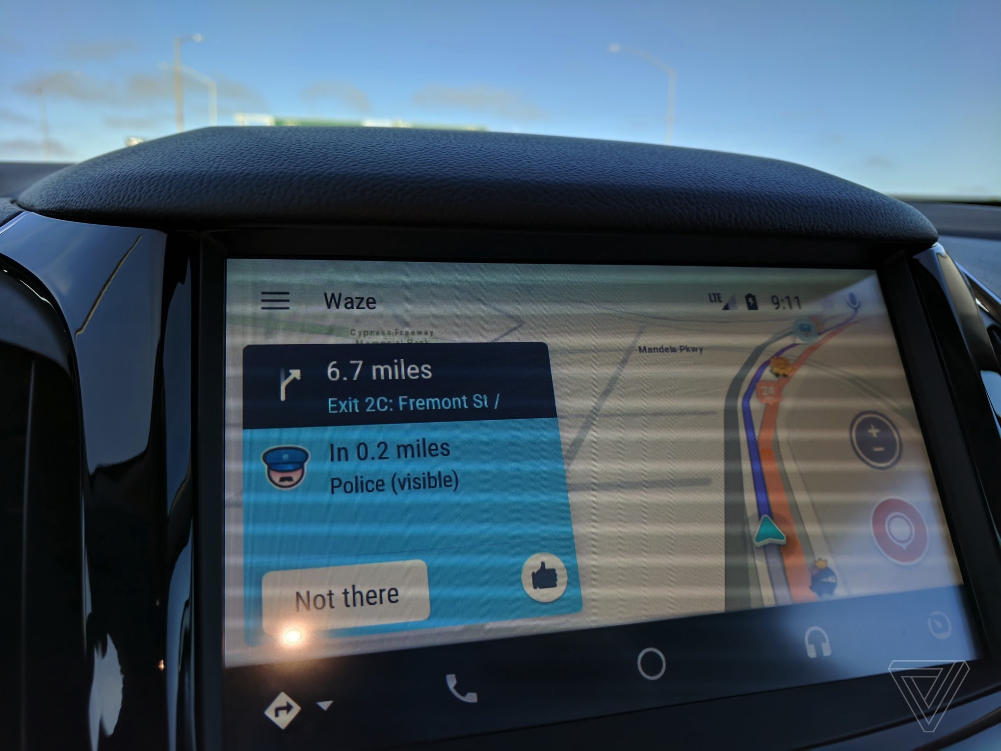 Waze officially comes to Android Auto