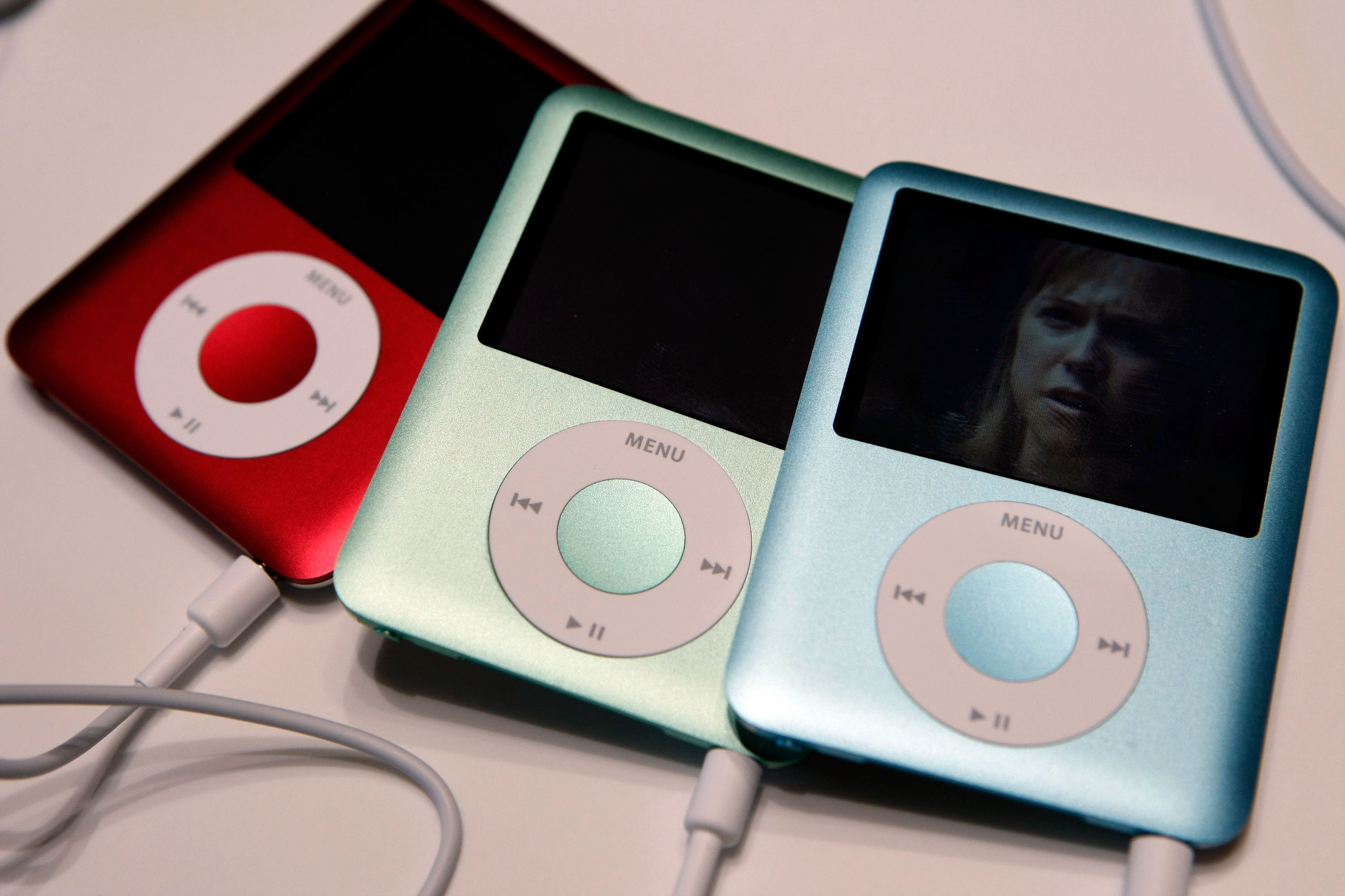 explain how the ipod is helping apple achieve increased pc sales A 2500% increase in just 4 years in 2012 apple share if we want to really understand the secrets in late 2004 ipod sales broke for the first.