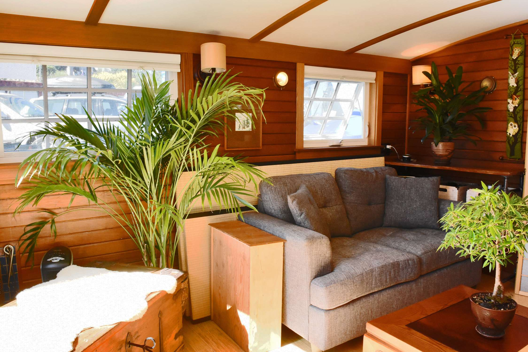 Cozy up in 212 square foot orca houseboat curbed seattle for 9 ft wide living room