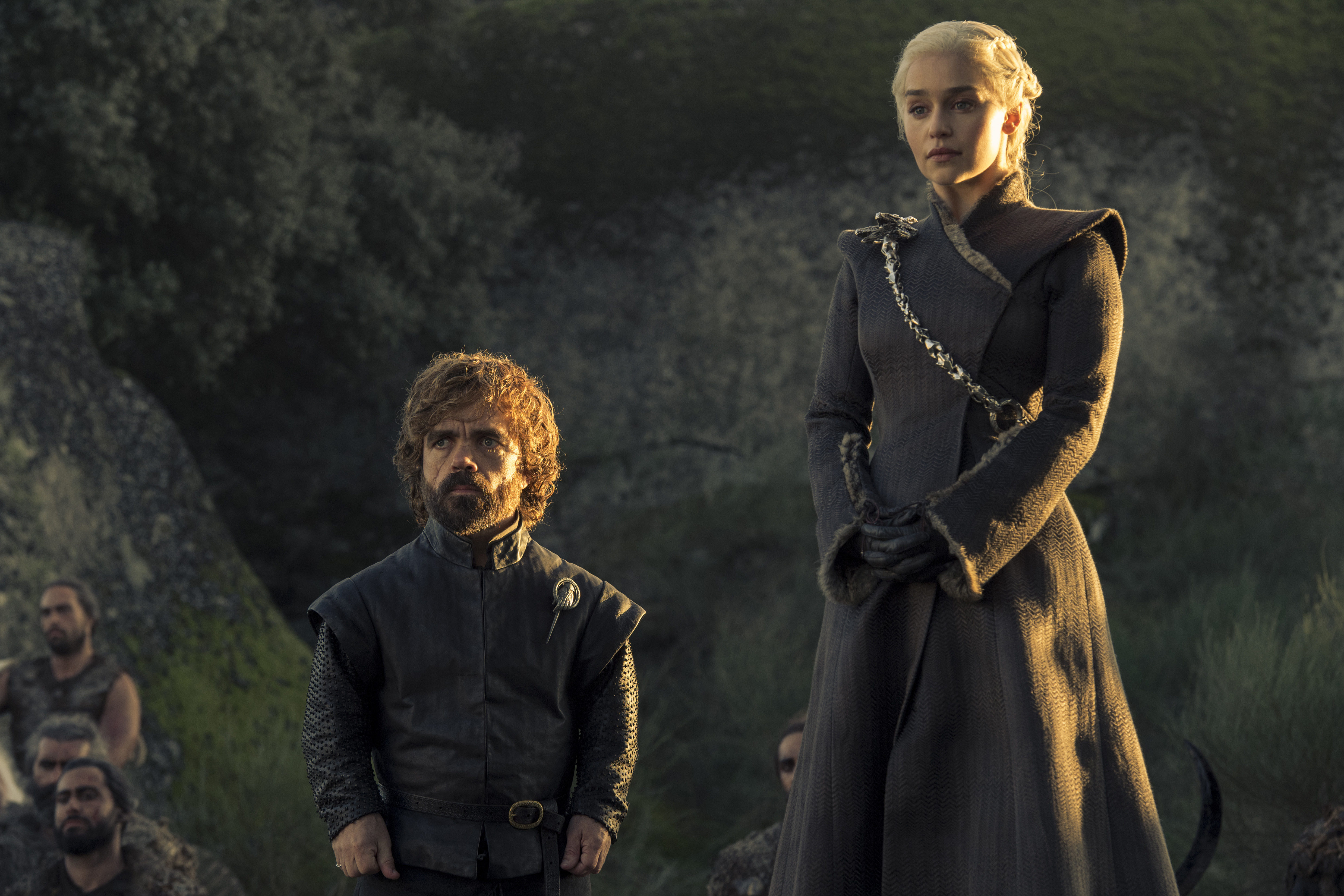 Game of Thrones 705 - Tyrion and Dany standing in front of prisoners of war