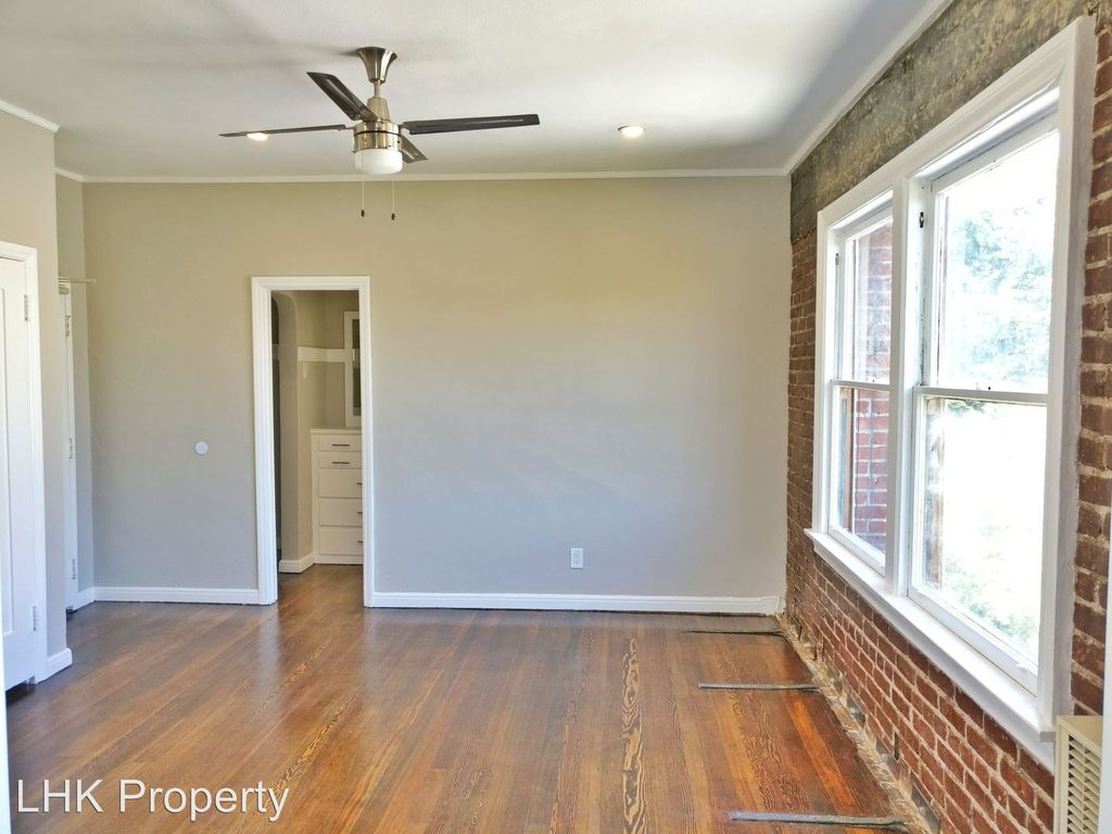 This East Hollywood Studio Has Exposed Brick, Granite Counters, New  Appliances, Hardwood Floors, And Ceiling Fans To Compensate For Its Lack Of  Reserved ...