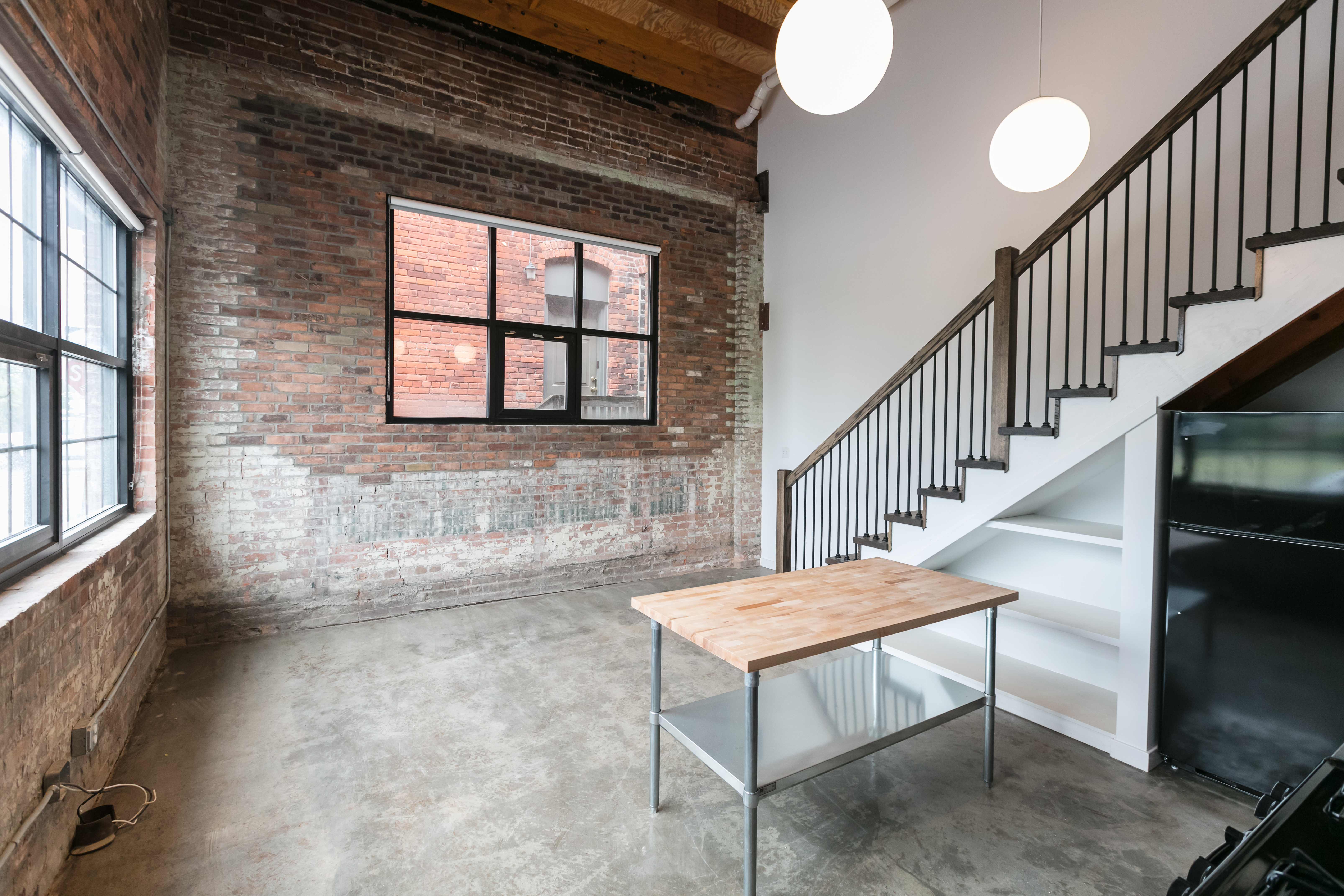 Milwaukee junction warehouse now renovated into sleek lofts curbed detroit for Garden lofts at woodward place