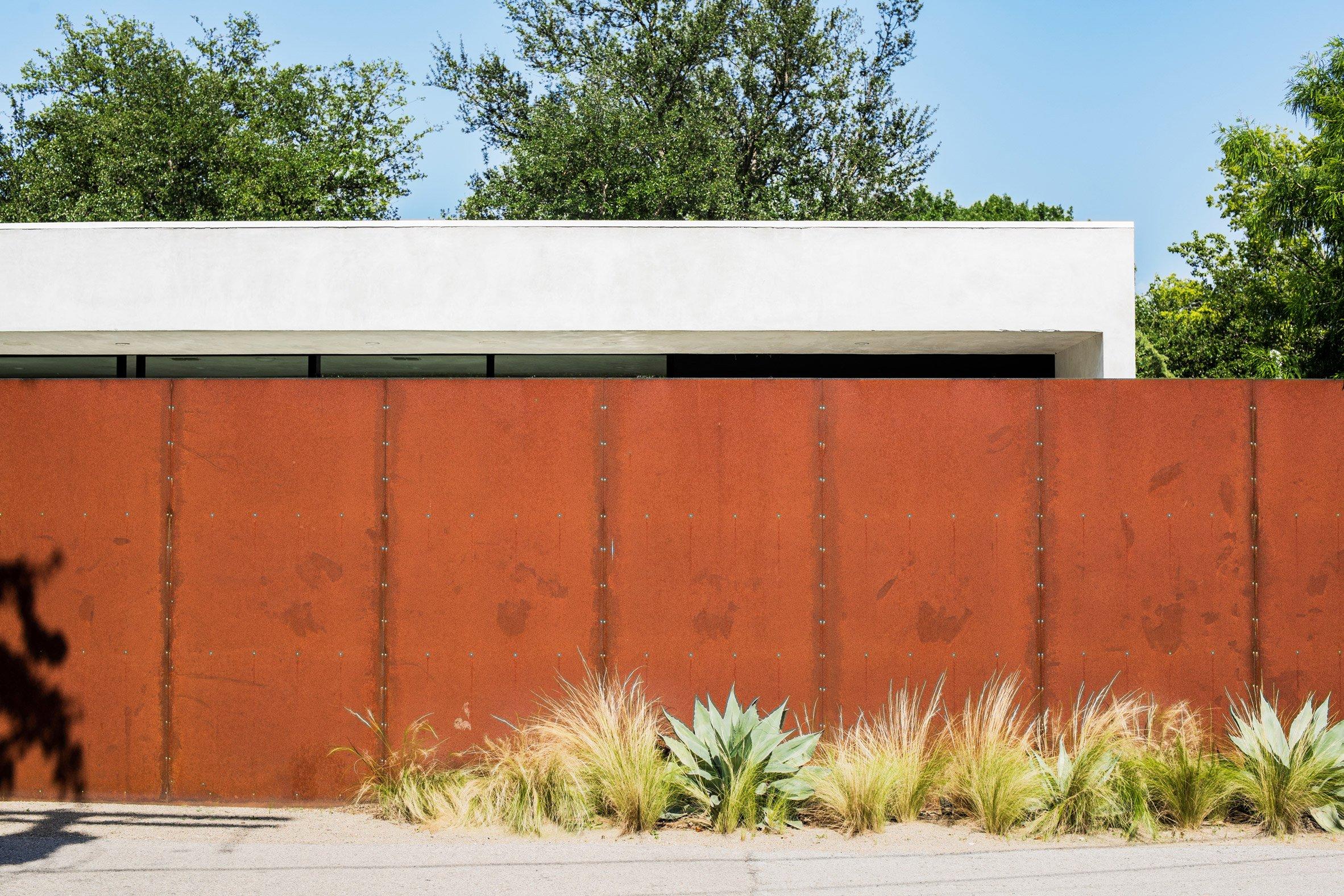 Sleek modern home is an indoor-outdoor dream in Dallas
