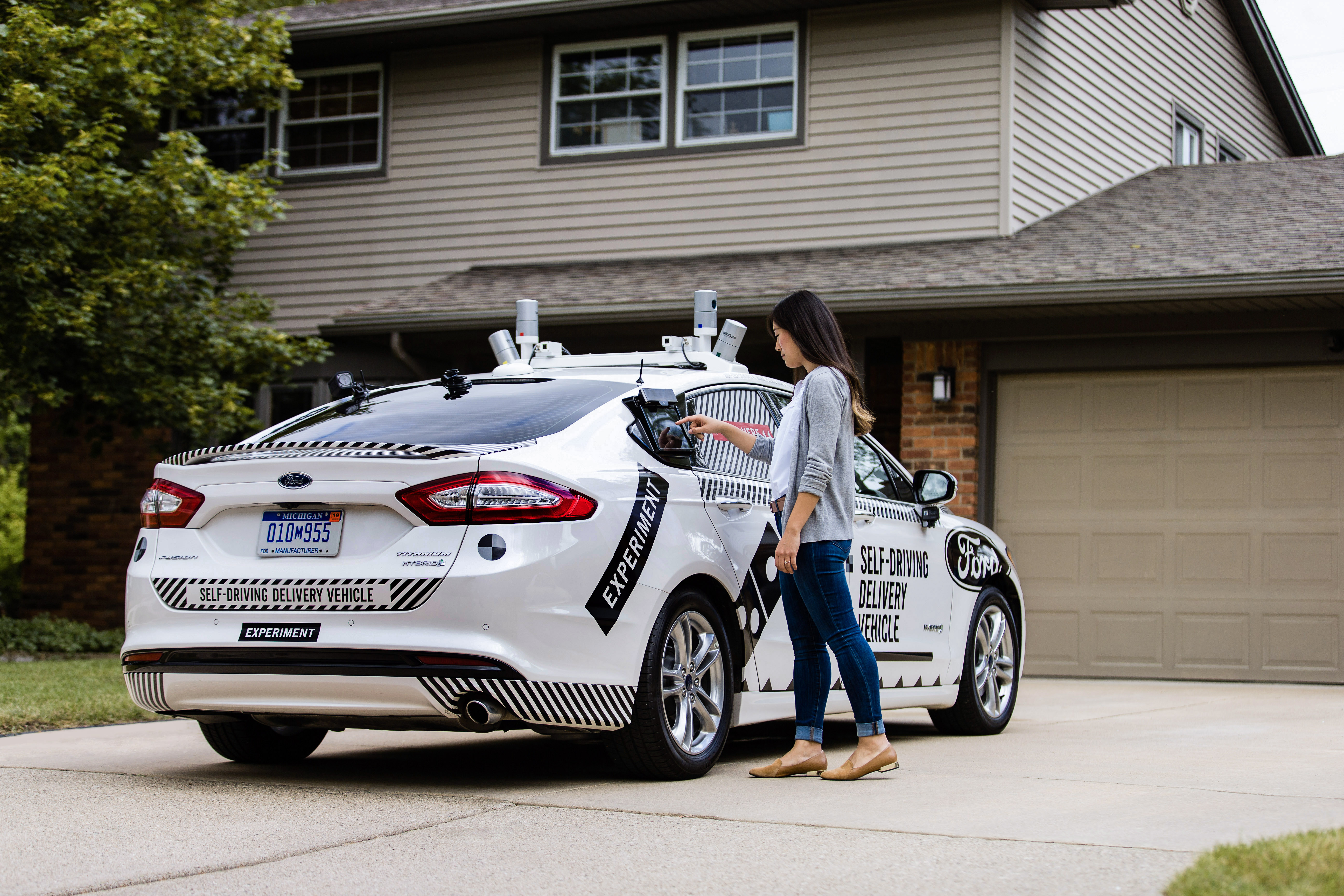 Domino's Teams up With Ford on Self Driving Pizza Delivery Cars