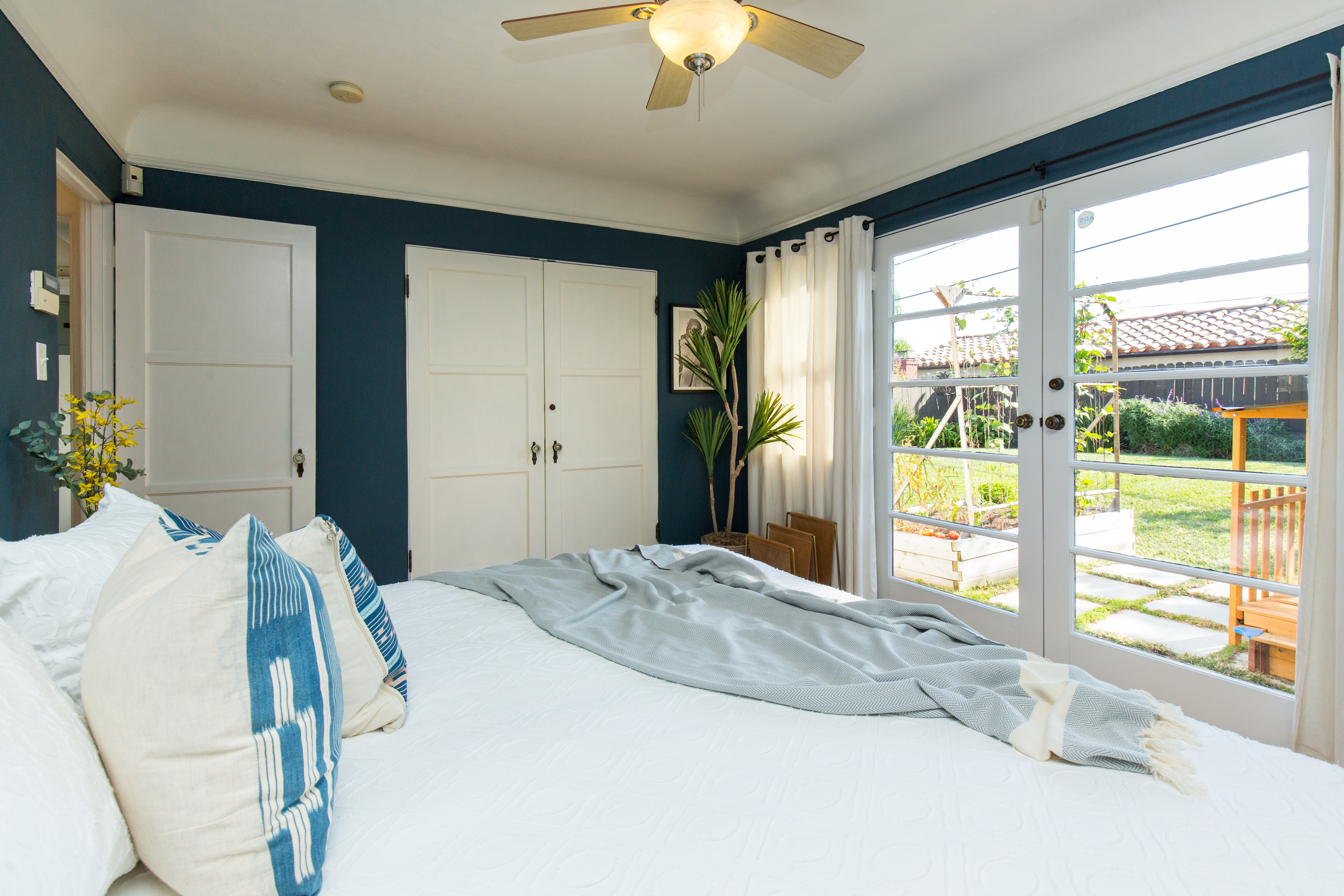 pleasant little spanish style in palms asks 1 05m curbed la bedroom with door to backyard