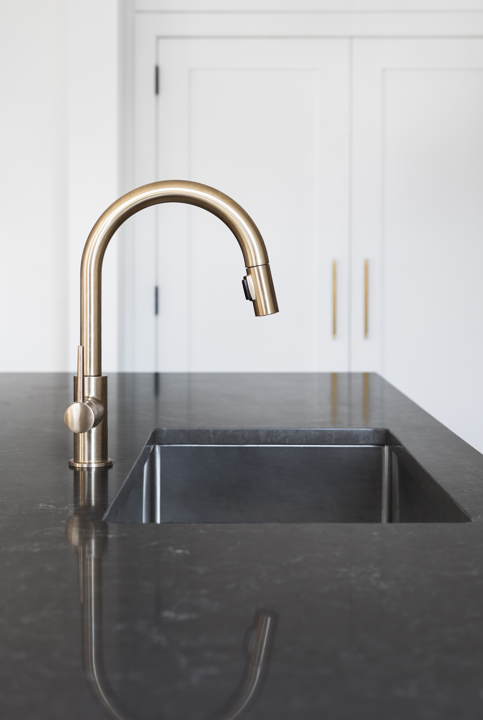 com photos definitions rinse of pre beautiful pictures spray delta wall transitional out htsrec silver kitchen manifest handle single pull cross mount trinsic faucet high